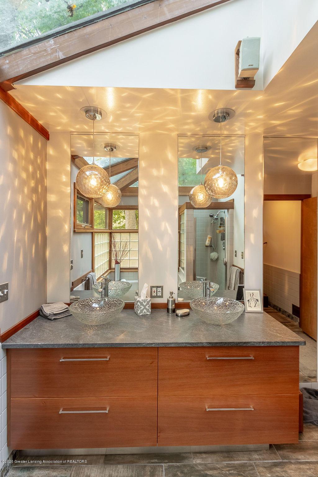 4718 Woodcraft Rd - Master bathroom - 28