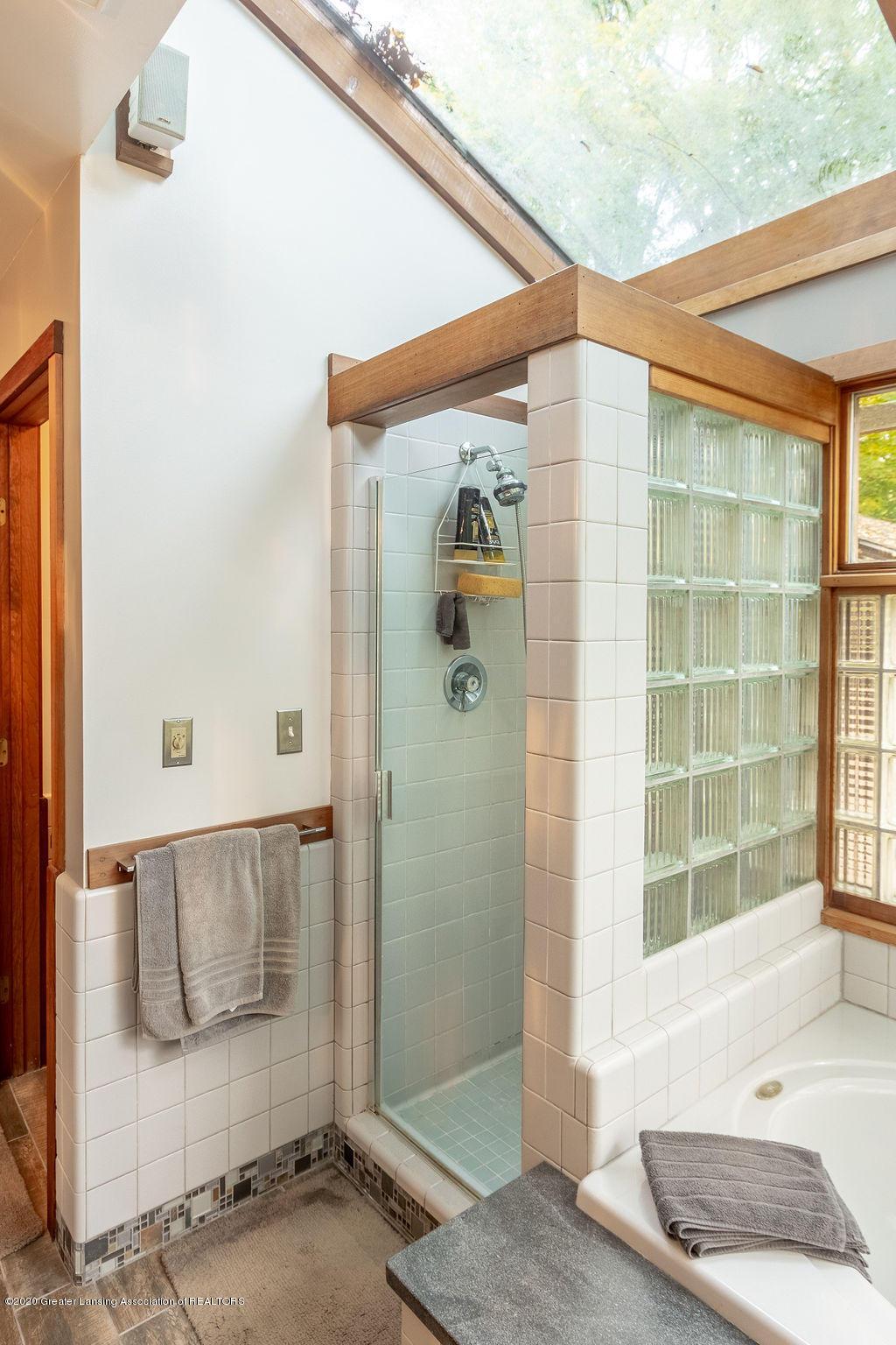 4718 Woodcraft Rd - Master bathroom - 30