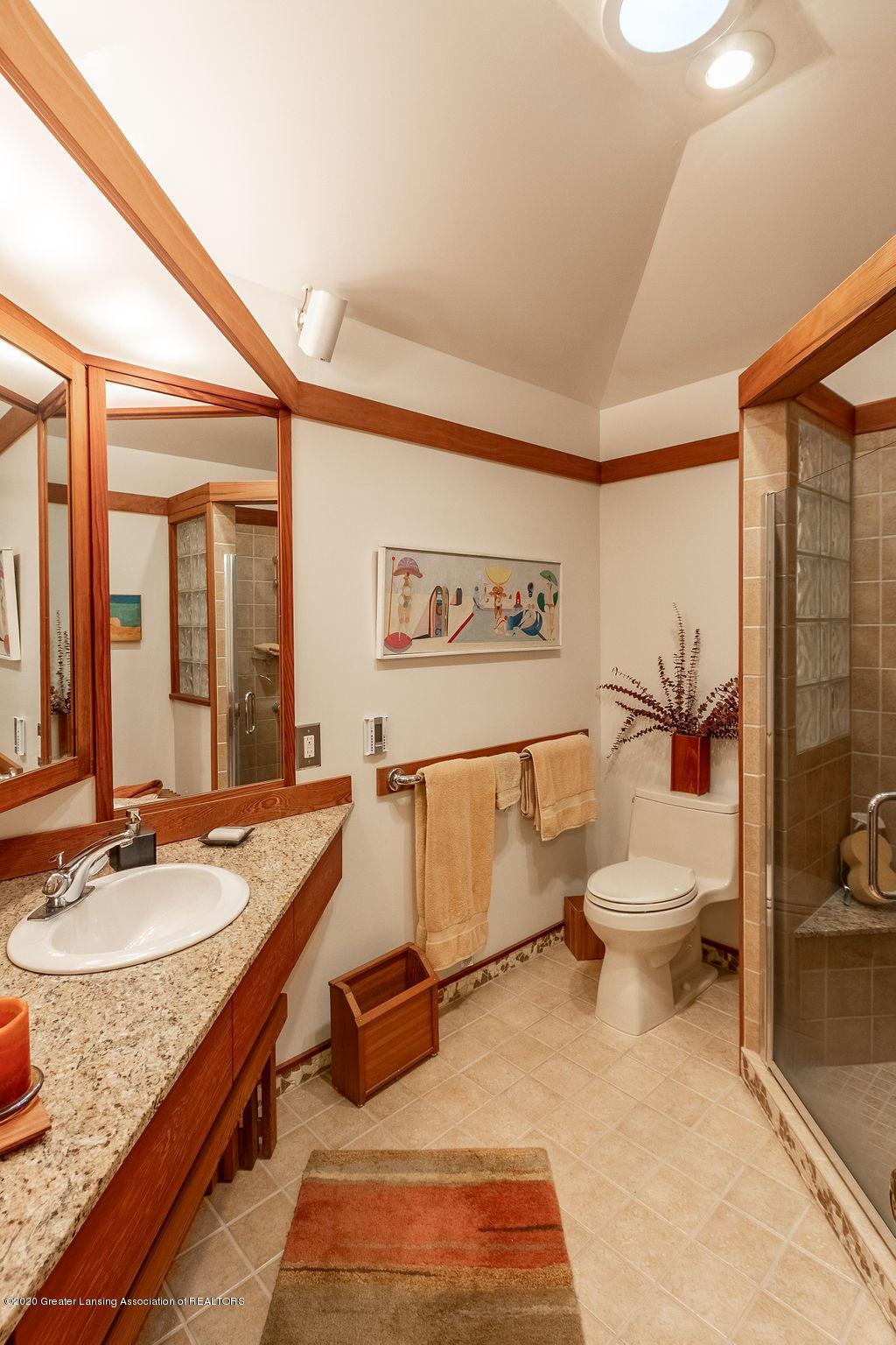 4718 Woodcraft Rd - Second Bath - 33