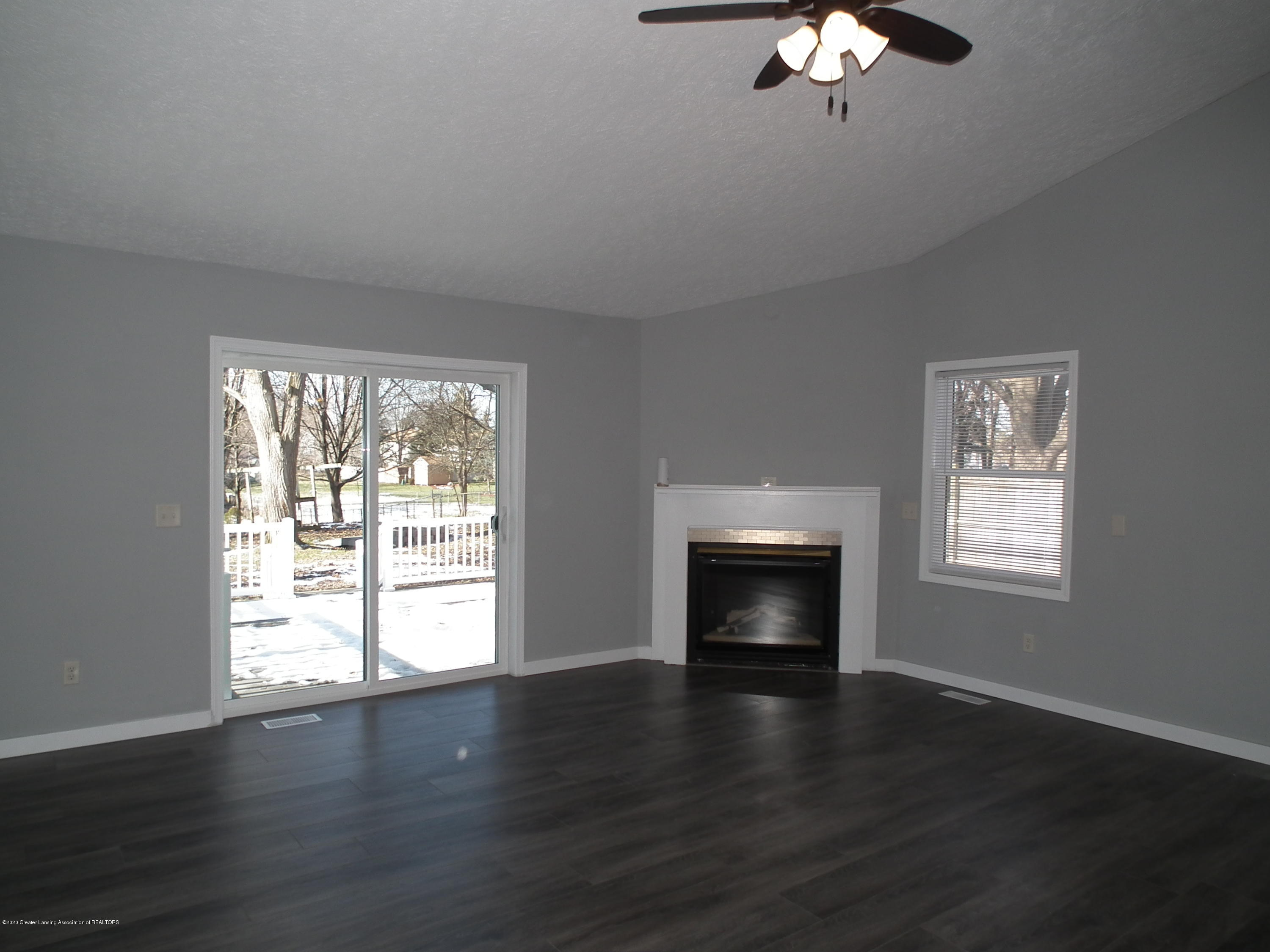 530 Stoll Rd - Living room a - Copy - 18