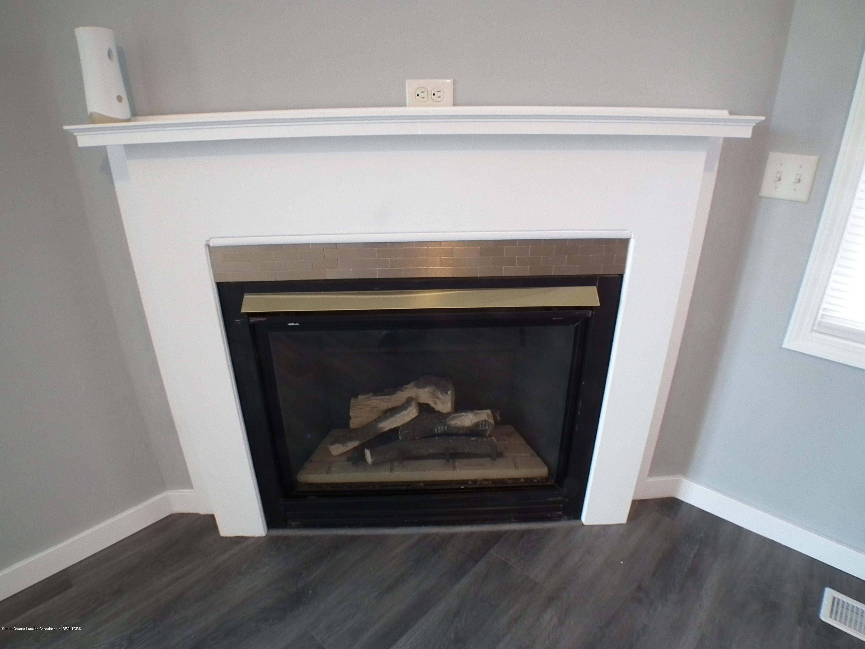 530 Stoll Rd - Fireplace - 20