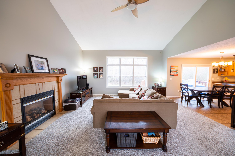1408 Yarrow Dr - Living Room - 5