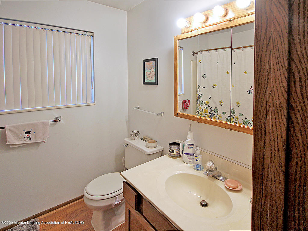 814 Sever Dr - Main level bath - 8