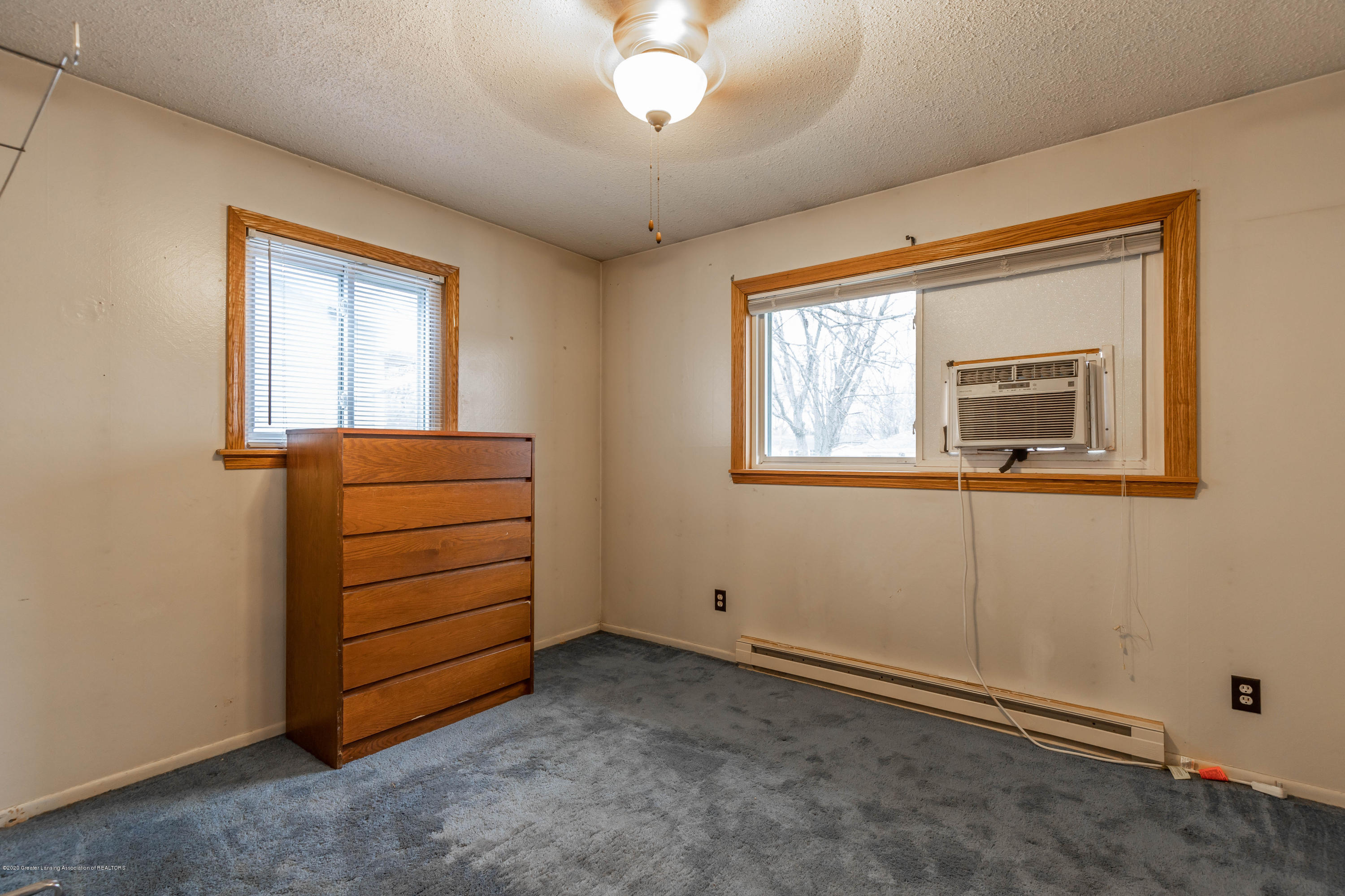 215 Oakwood St - Bedroom - 11