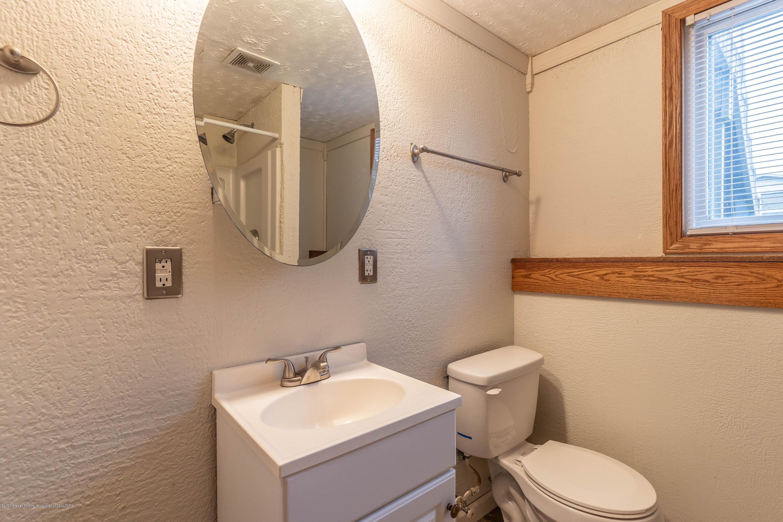 215 Oakwood St - Bathroom - 21