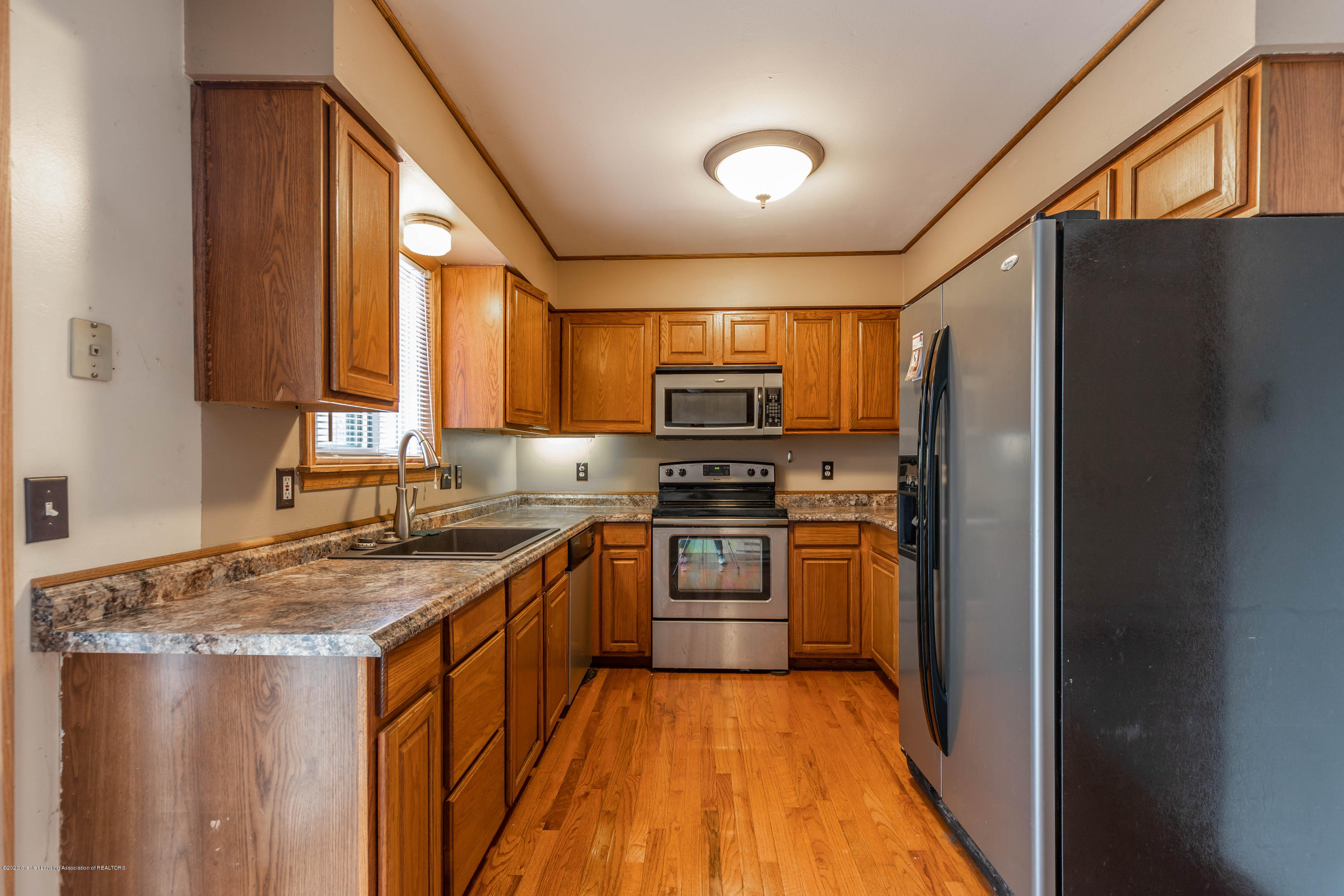 215 Oakwood St - Kitchen - 8