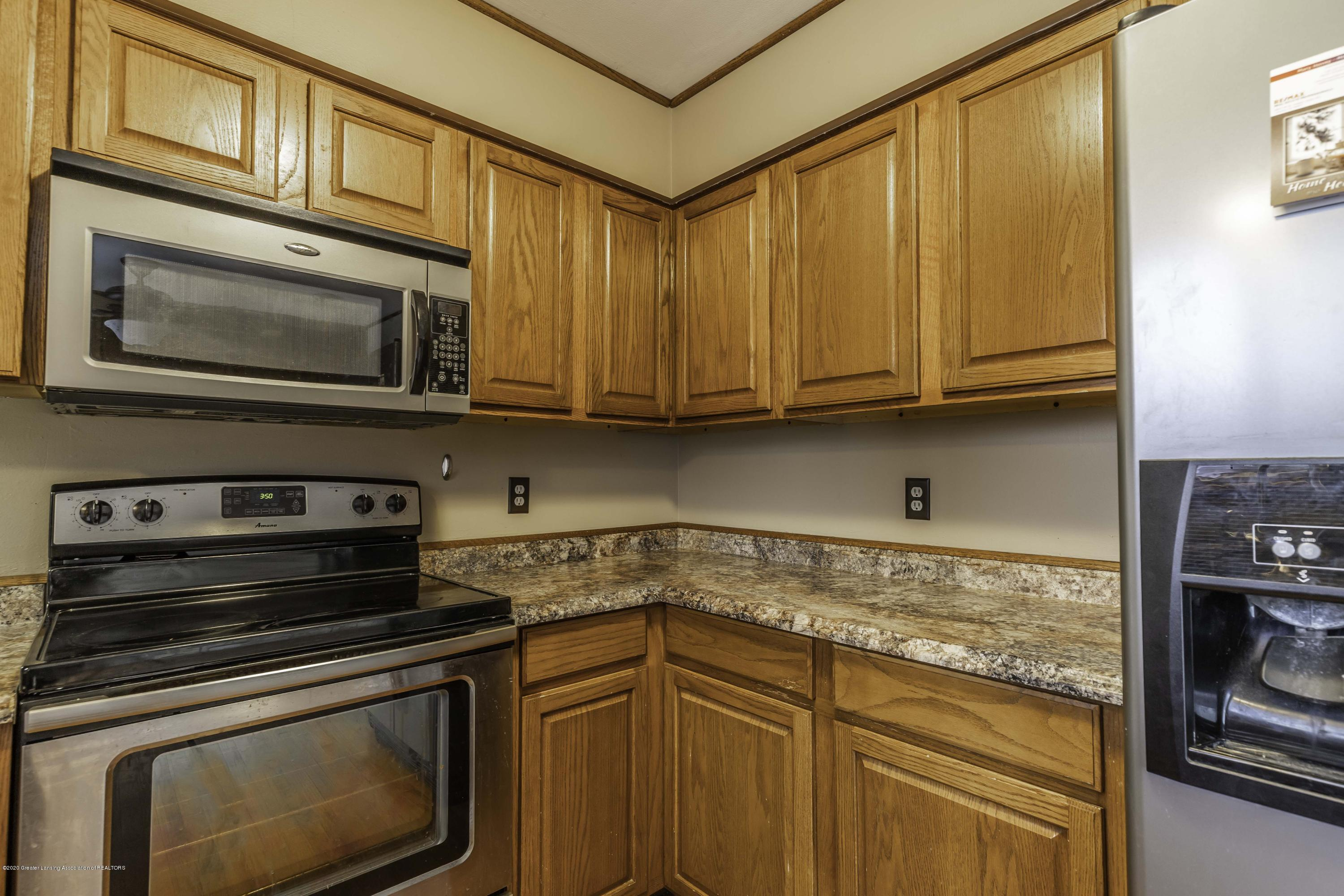 215 Oakwood St - Kitchen - 10