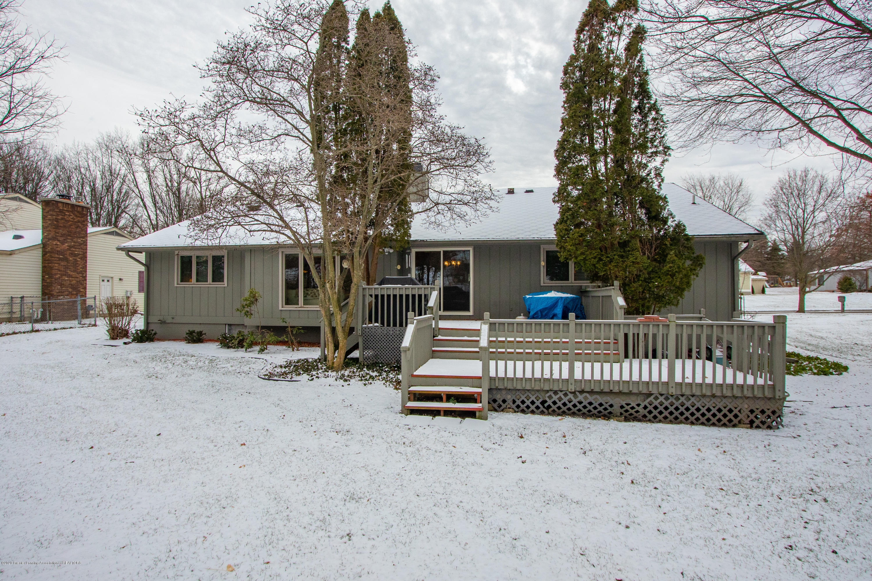 2060 Tamarack Dr - Back View - 46