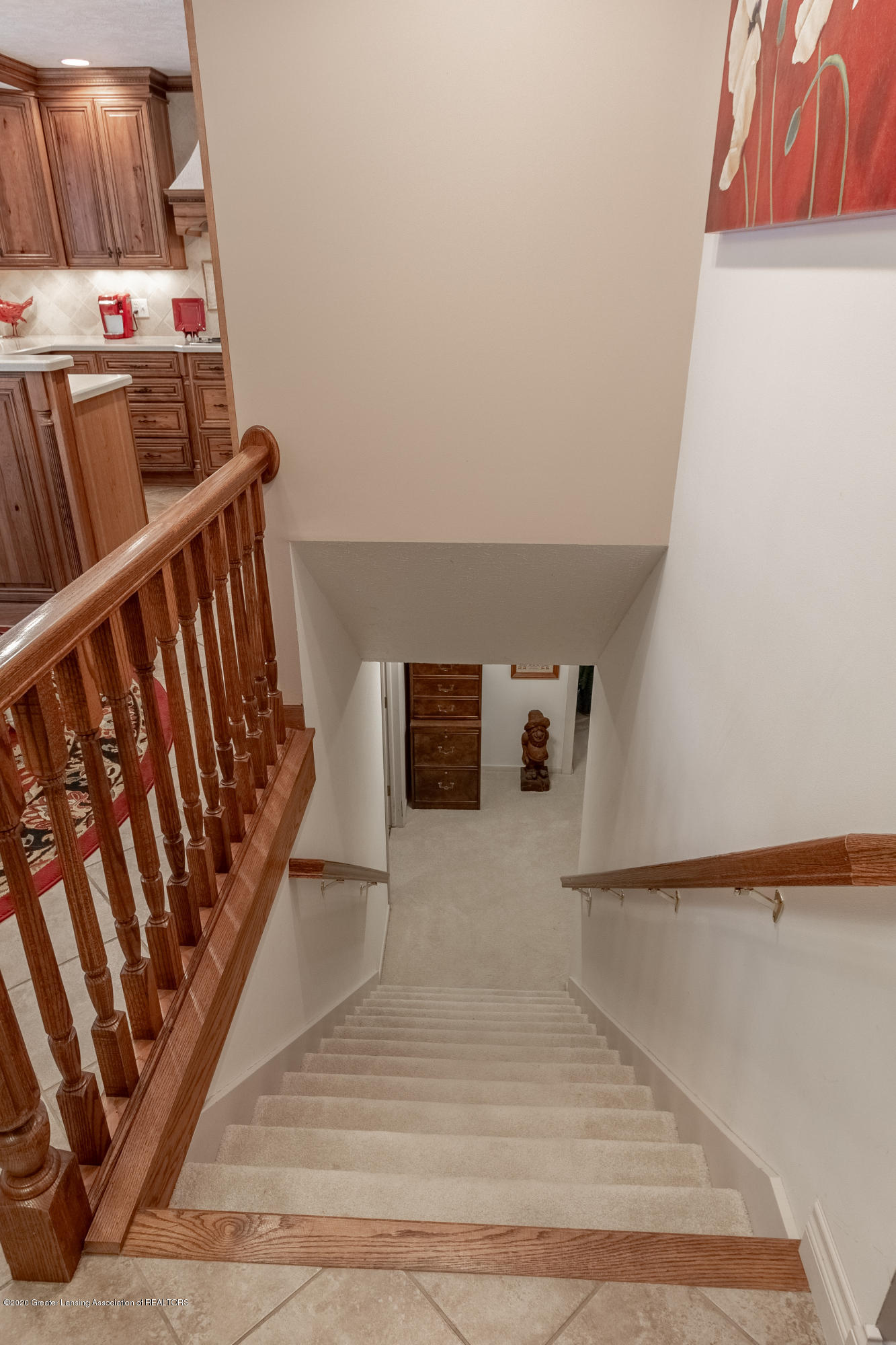 2060 Tamarack Dr - Stairs to Lower Level - 37