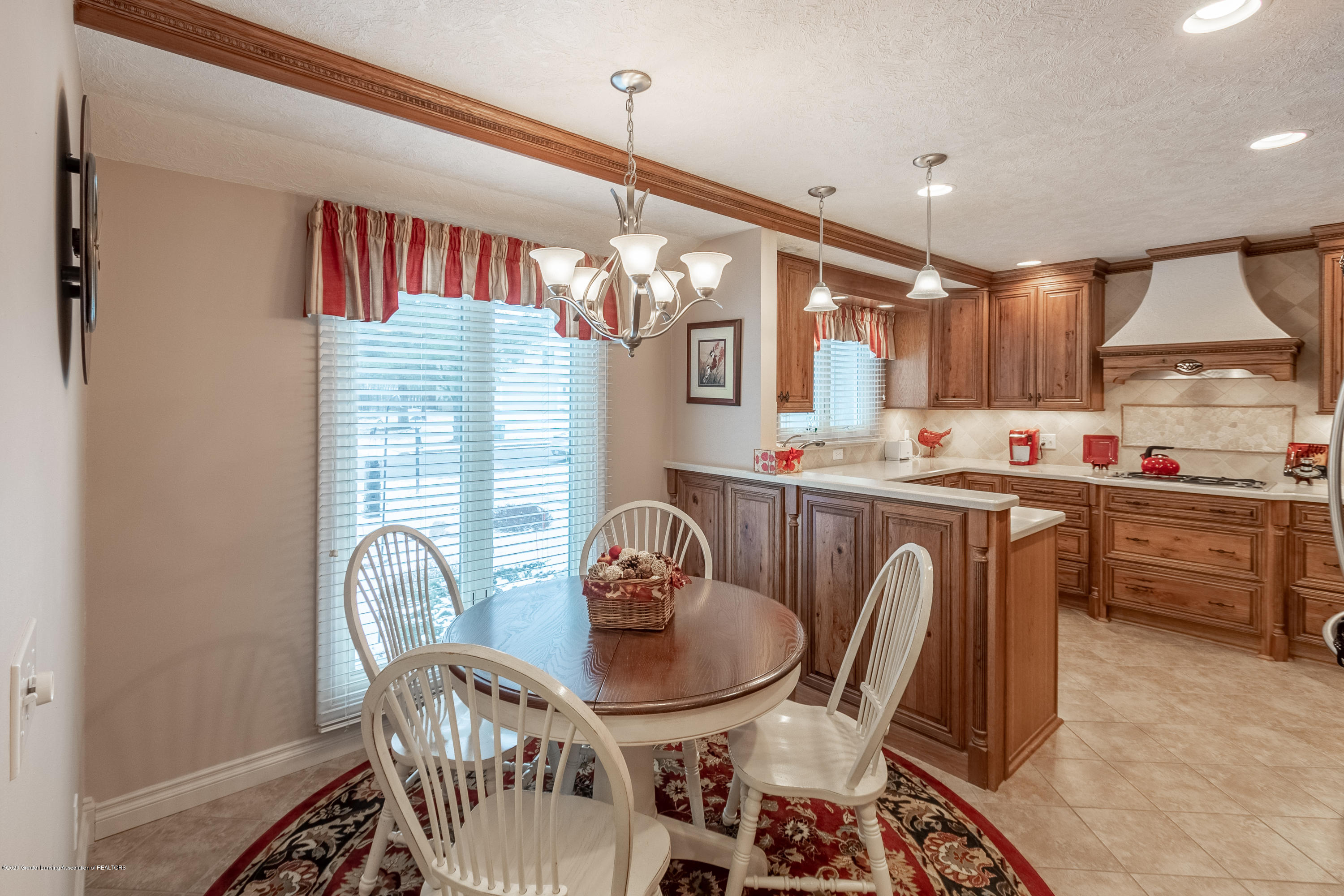 2060 Tamarack Dr - Kitchen and Dining Area - 12