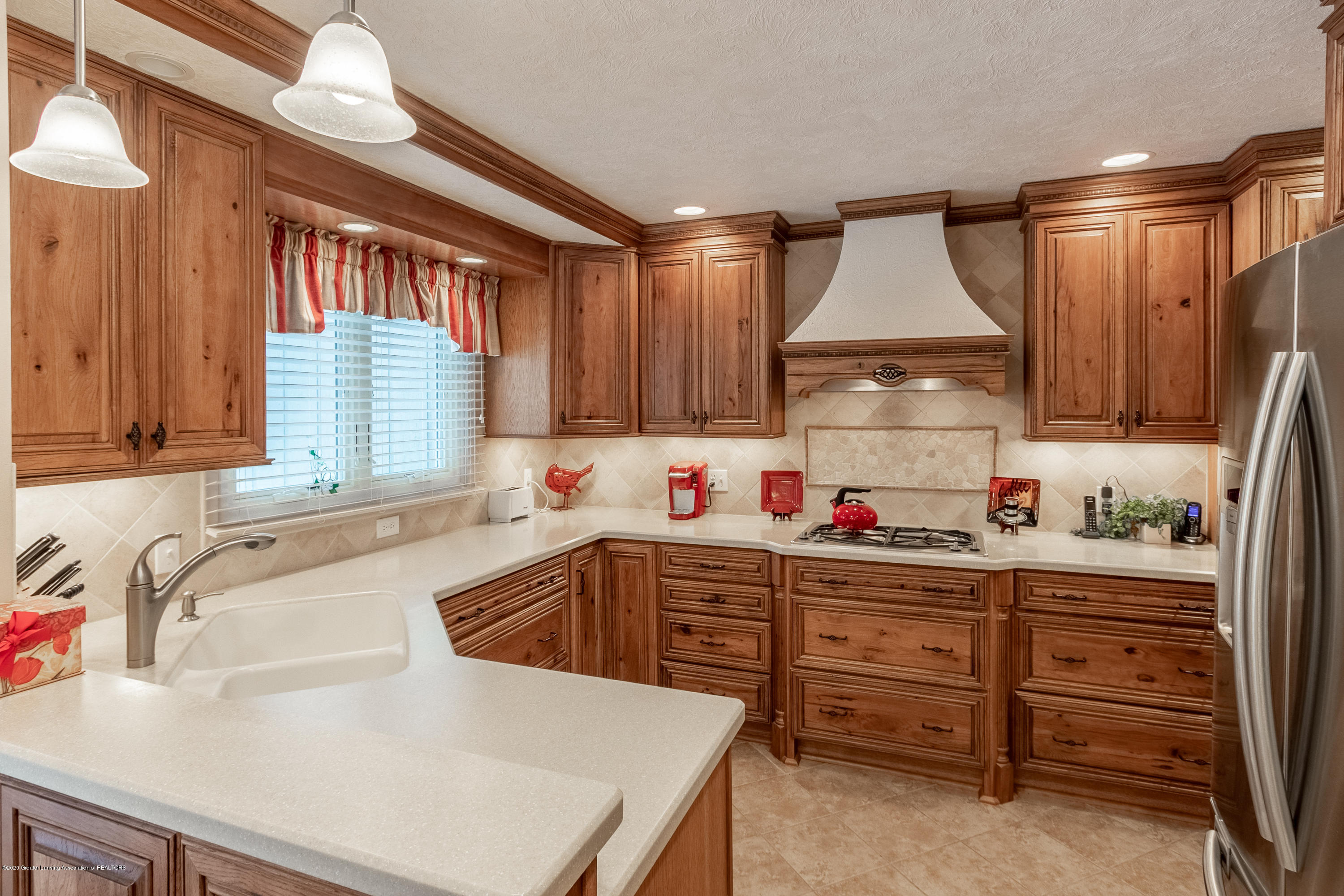 2060 Tamarack Dr - Kitchen - 13
