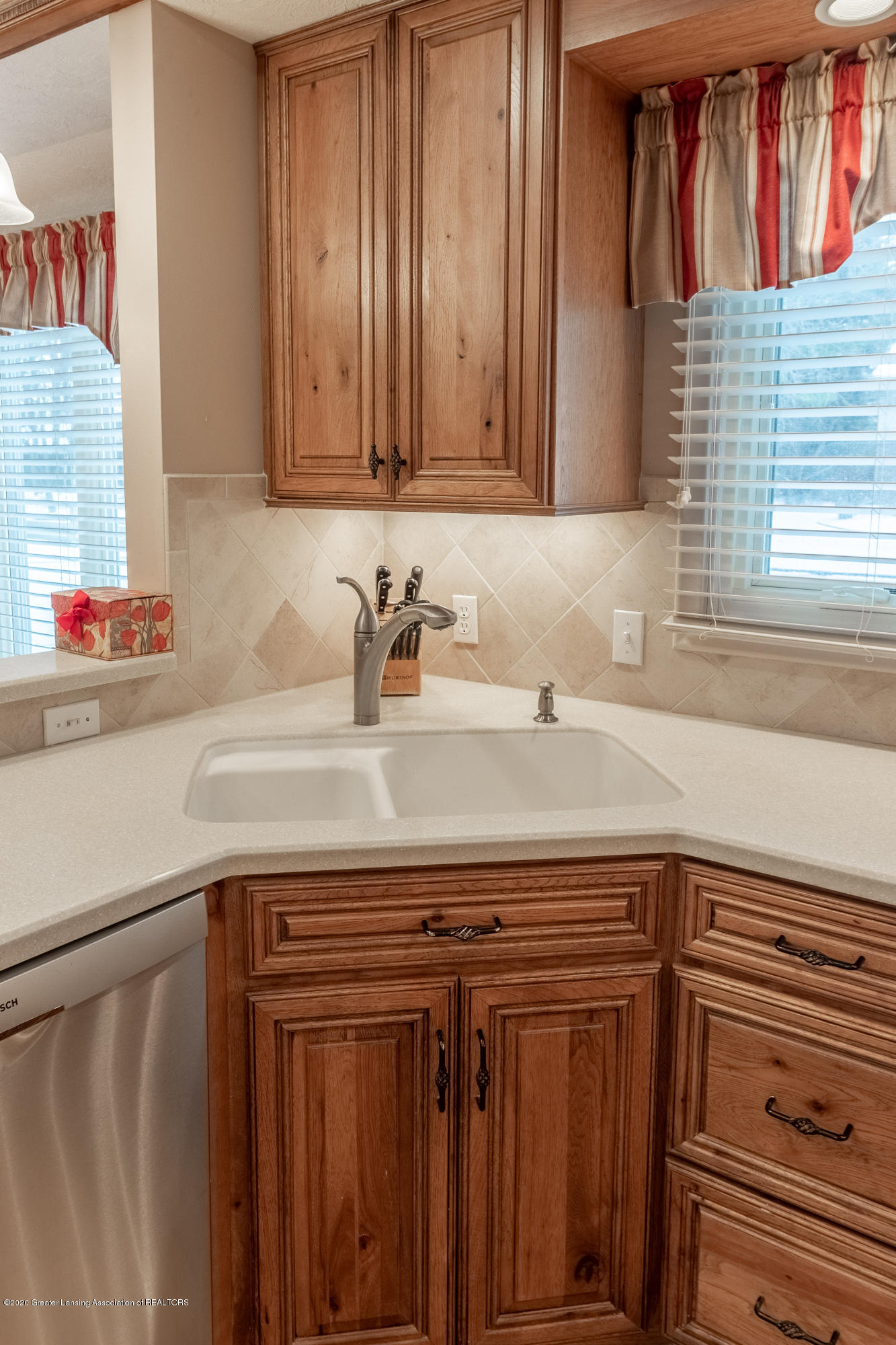 2060 Tamarack Dr - Kitchen - 15