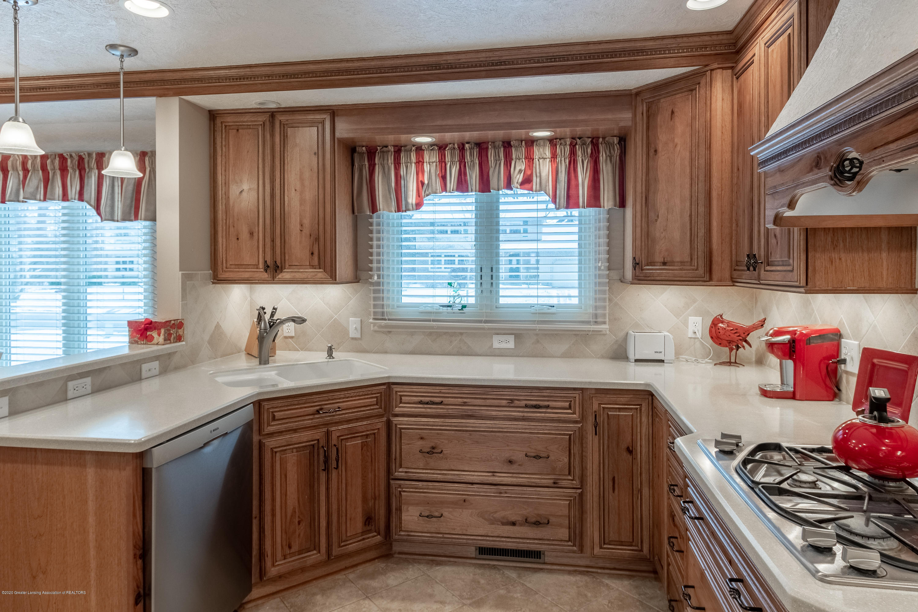 2060 Tamarack Dr - Kitchen - 19