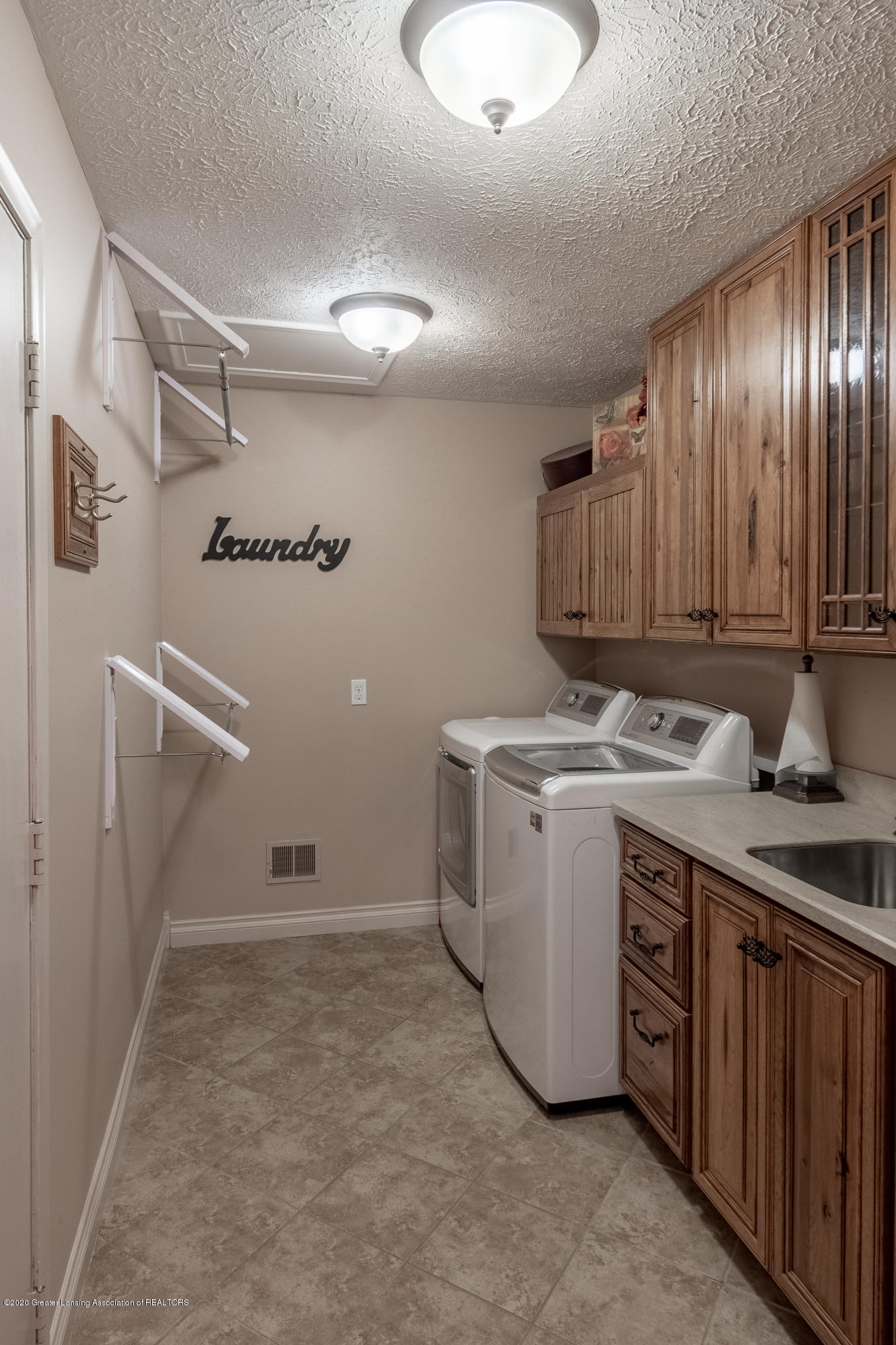 2060 Tamarack Dr - Laundry Room - 26