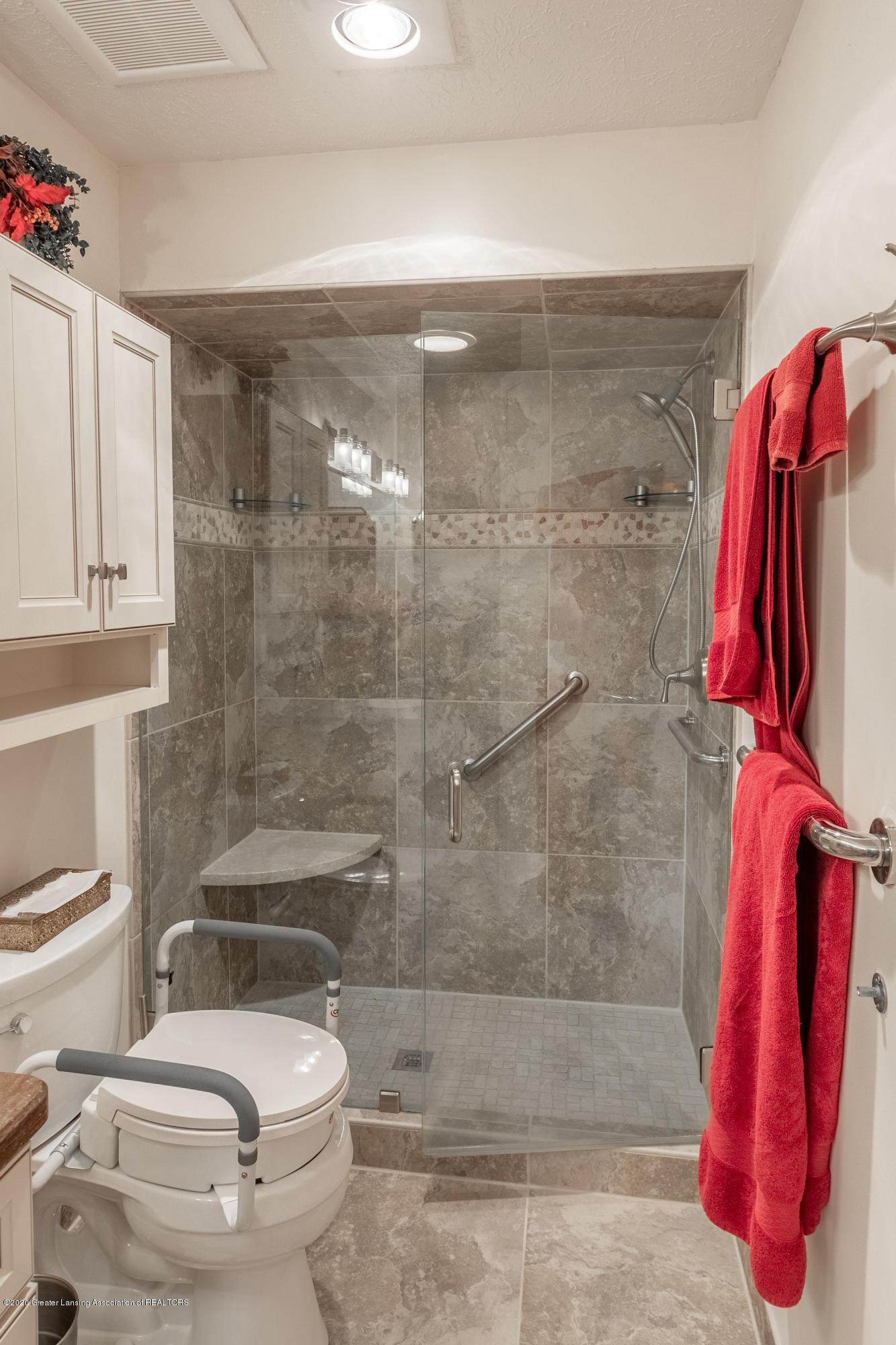 2060 Tamarack Dr - Master Bathroom - 29