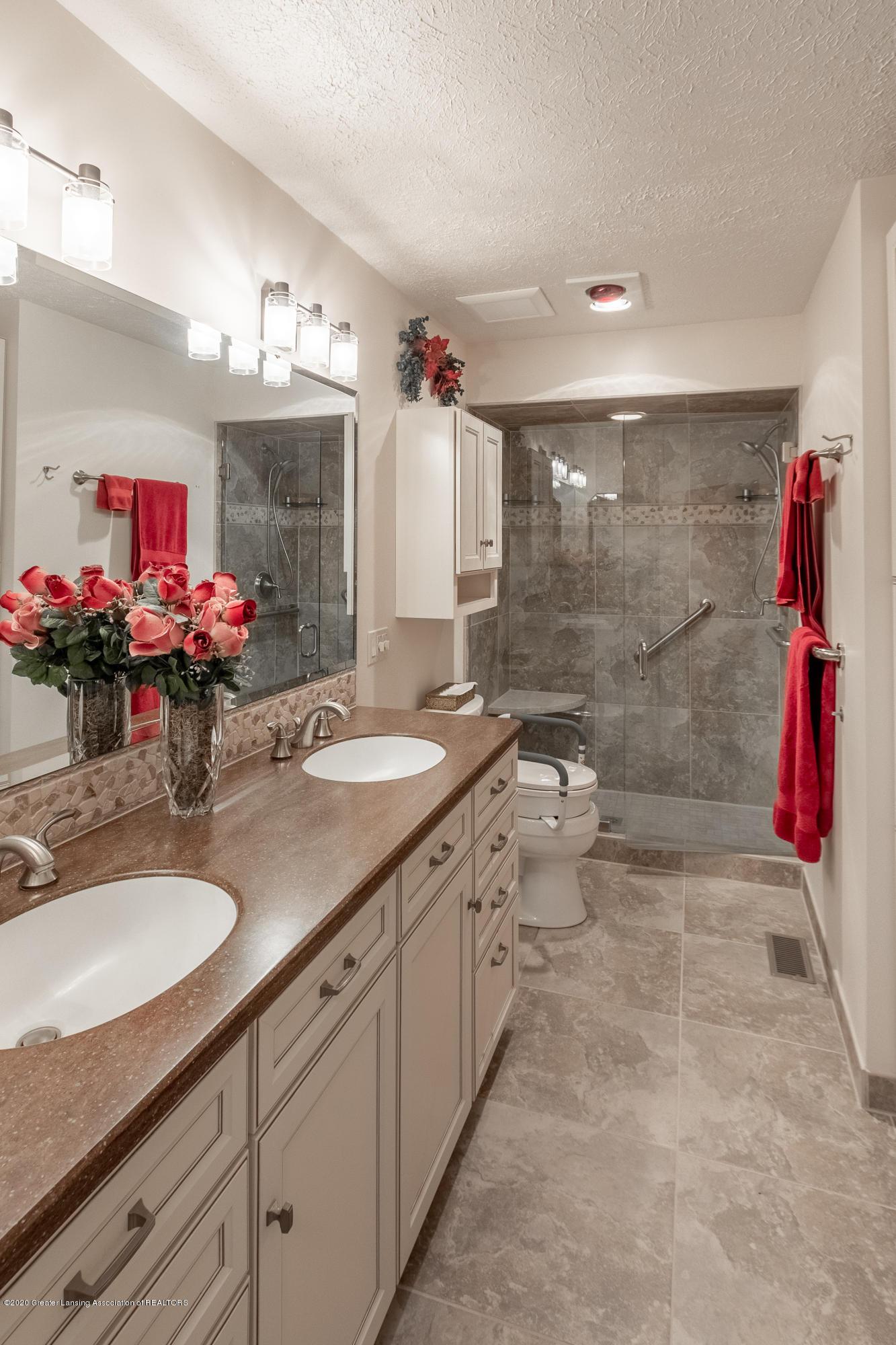 2060 Tamarack Dr - Master Bathroom - 30