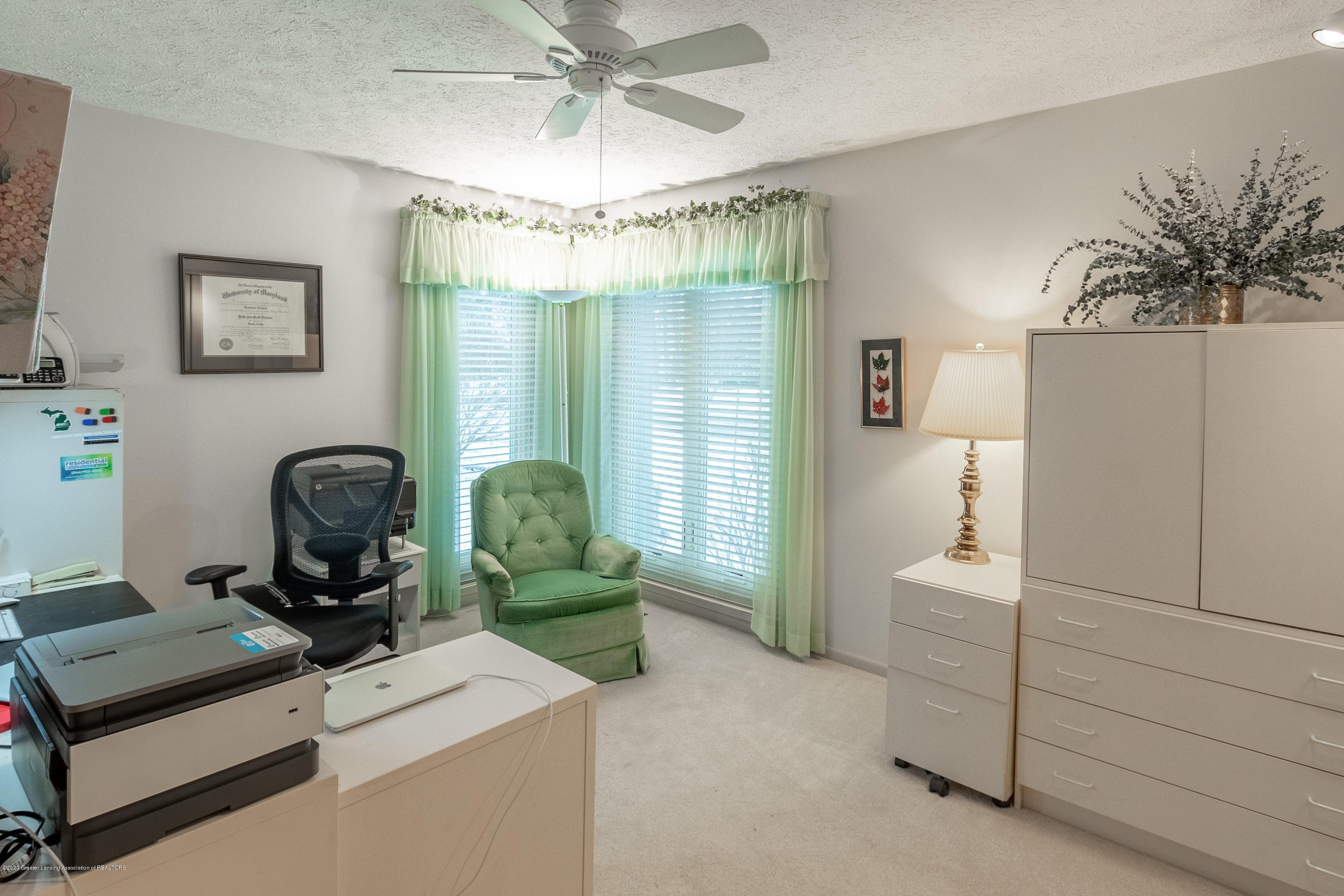 2060 Tamarack Dr - Bedroom 2 - 32