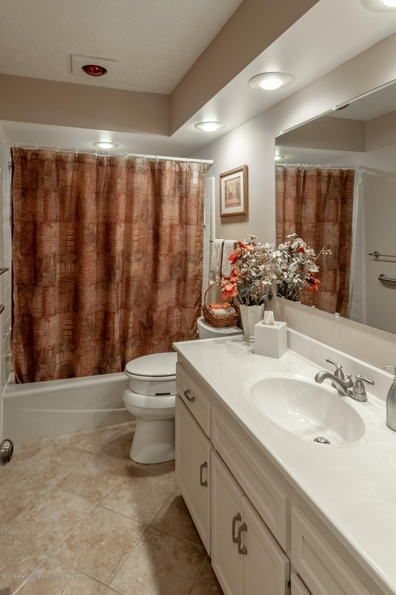 2060 Tamarack Dr - Full Bathroom - 34