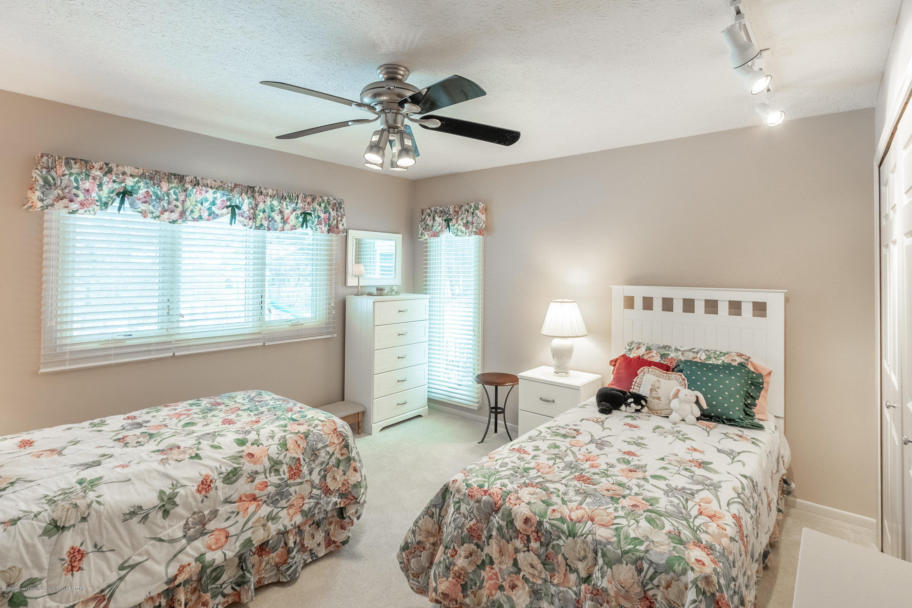 2060 Tamarack Dr - Bedroom 3 - 35