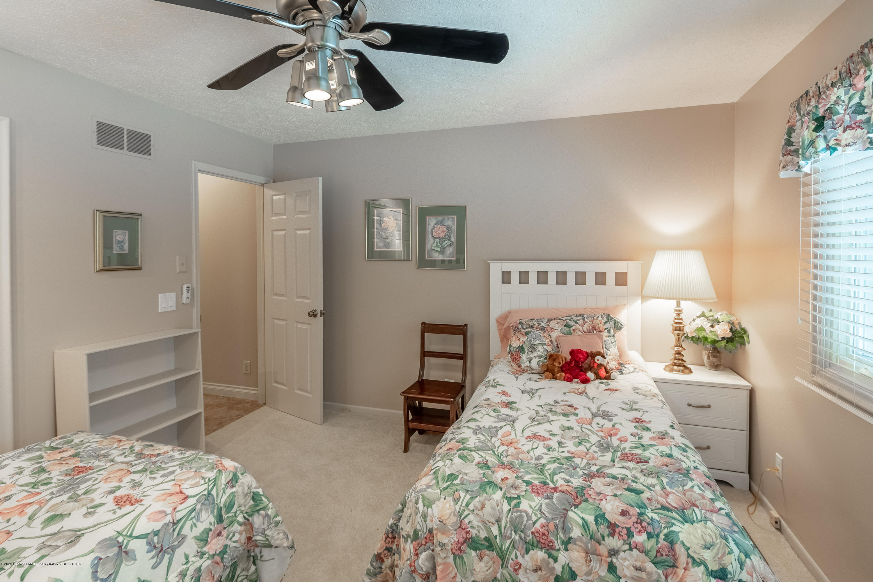 2060 Tamarack Dr - Bedroom 3 - 36