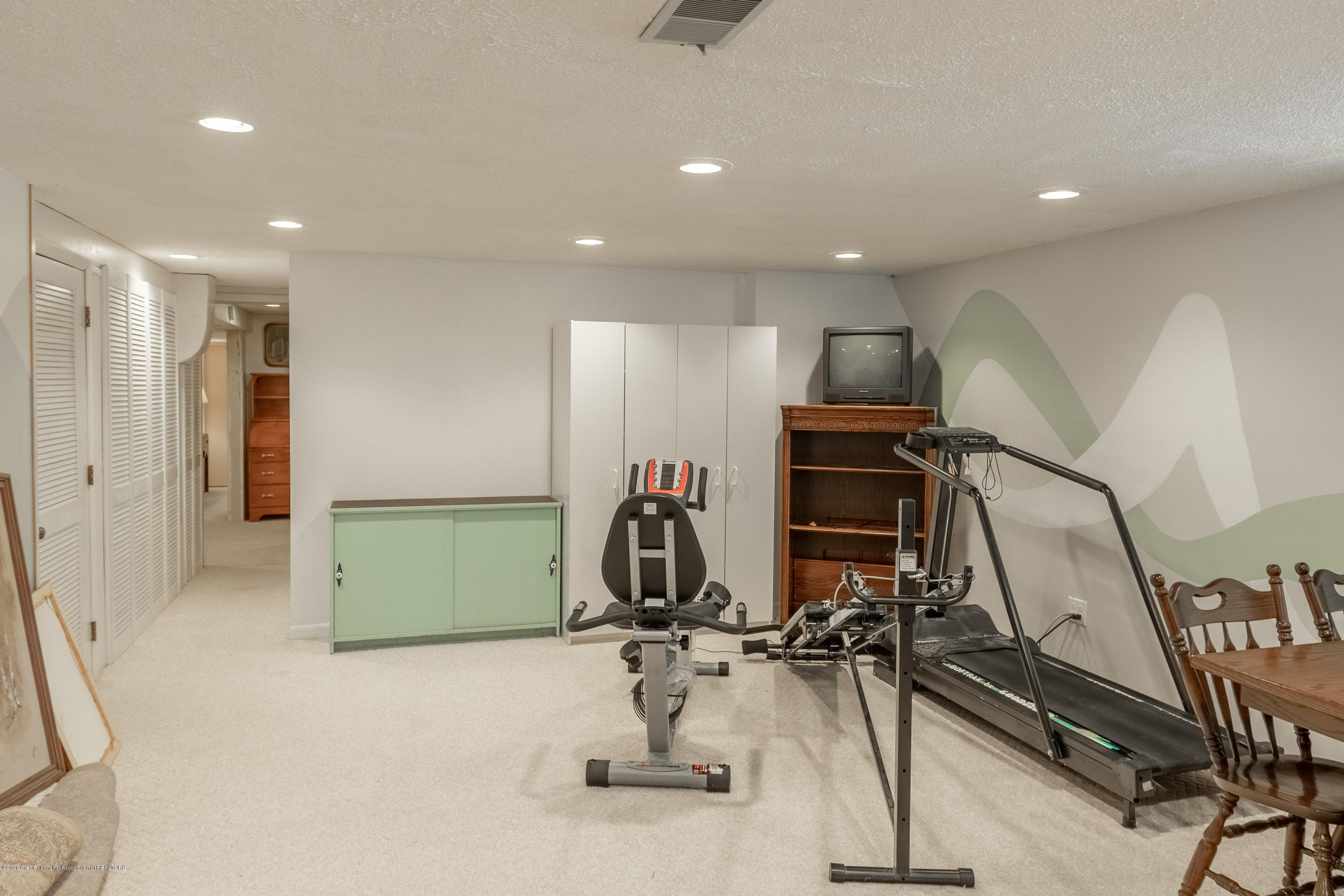 2060 Tamarack Dr - Lower Level Rec Room - 39