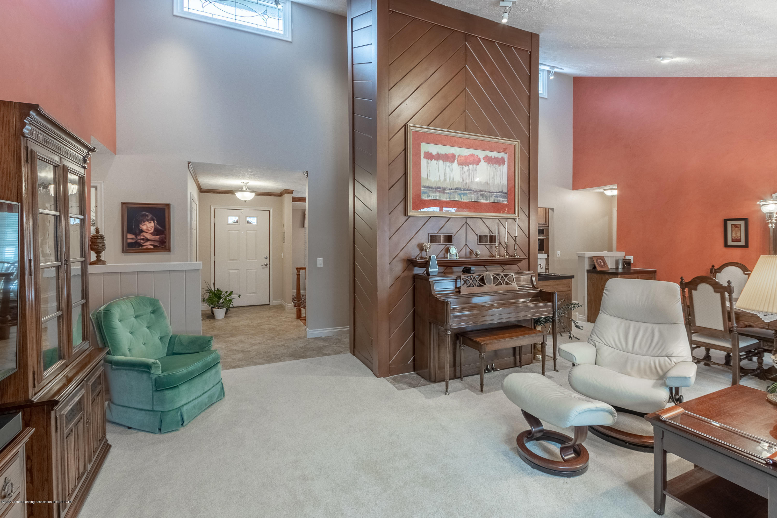 2060 Tamarack Dr - Living Room - 21