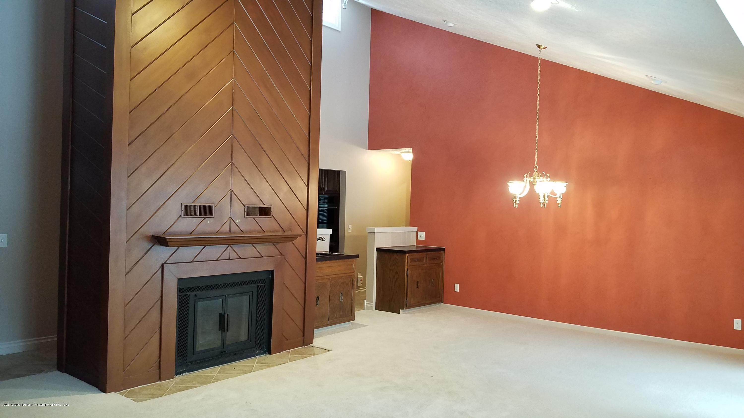 2060 Tamarack Dr - Living Room (without furniture) - 24