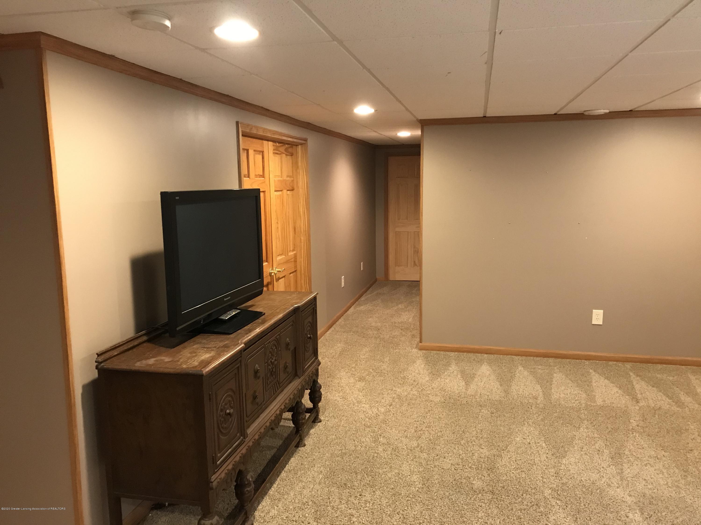 2021 Secretariat Ln - family room - 18