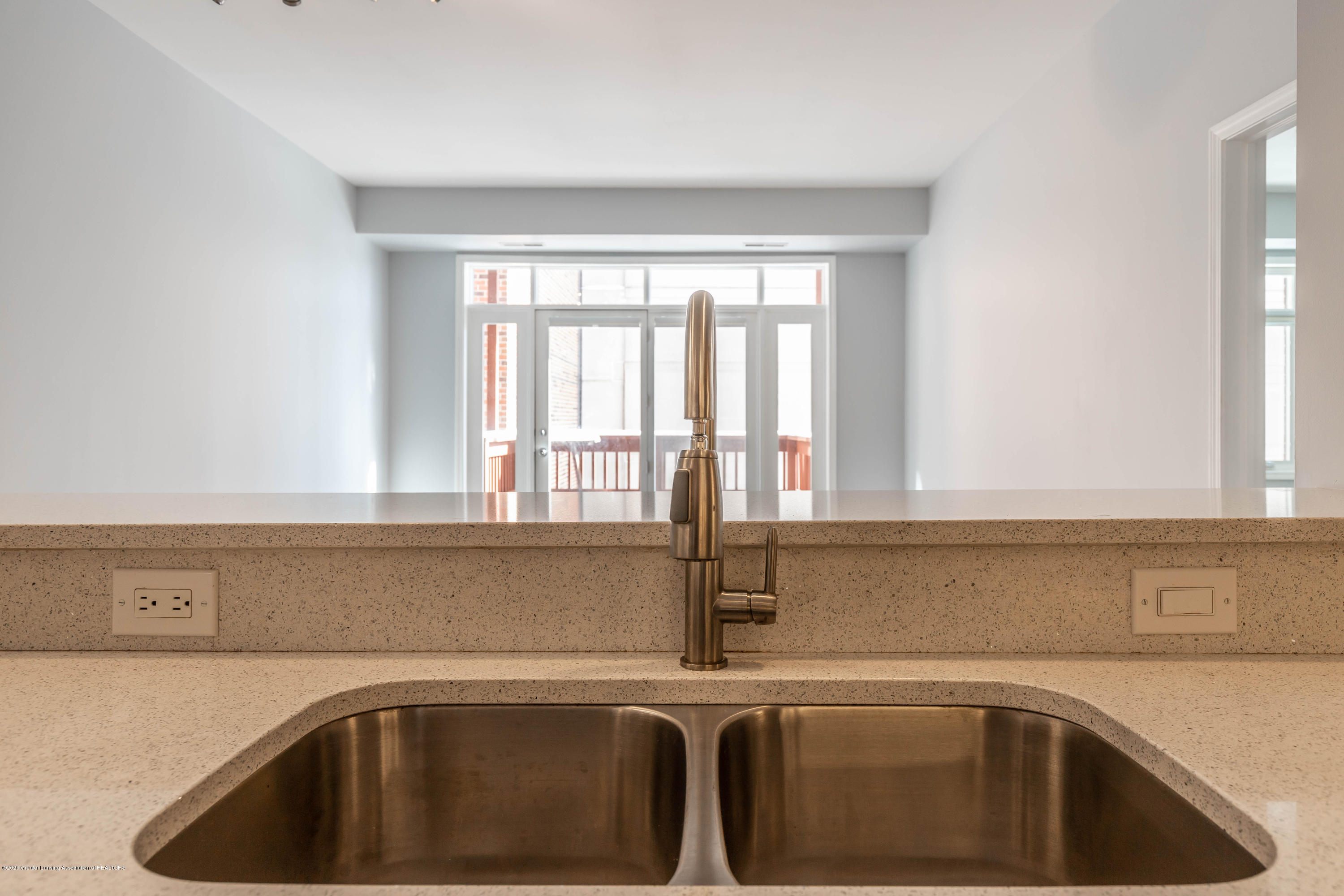 220 M. A. C. Ave Apt 313 - Kitchen - 8
