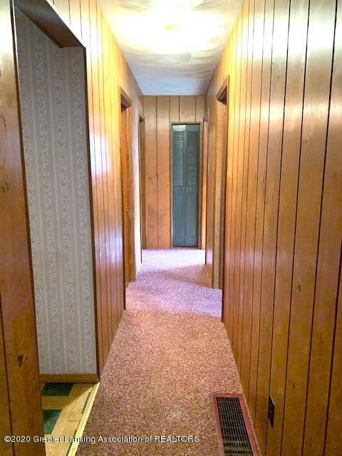 1487 S Warren Rd - Hallway - 11