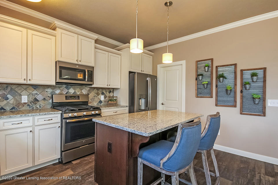 6472 Firefly Dr - Kitchen GDN065-E2390-2 - 8
