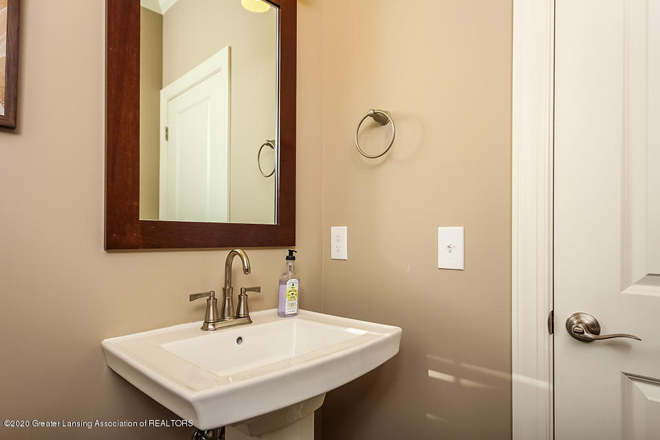 6472 Firefly Dr - Powder Room GDN065-E2390-1 - 4