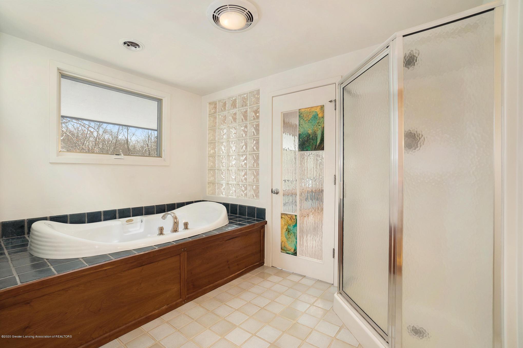 4045 Van Atta Rd - Master Bathroom - 32