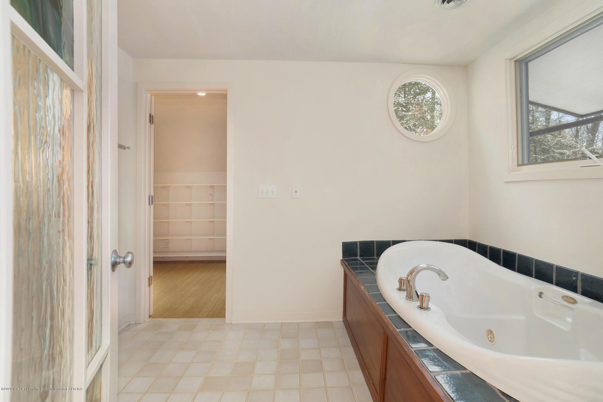 4045 Van Atta Rd - Master Bathroom - 34