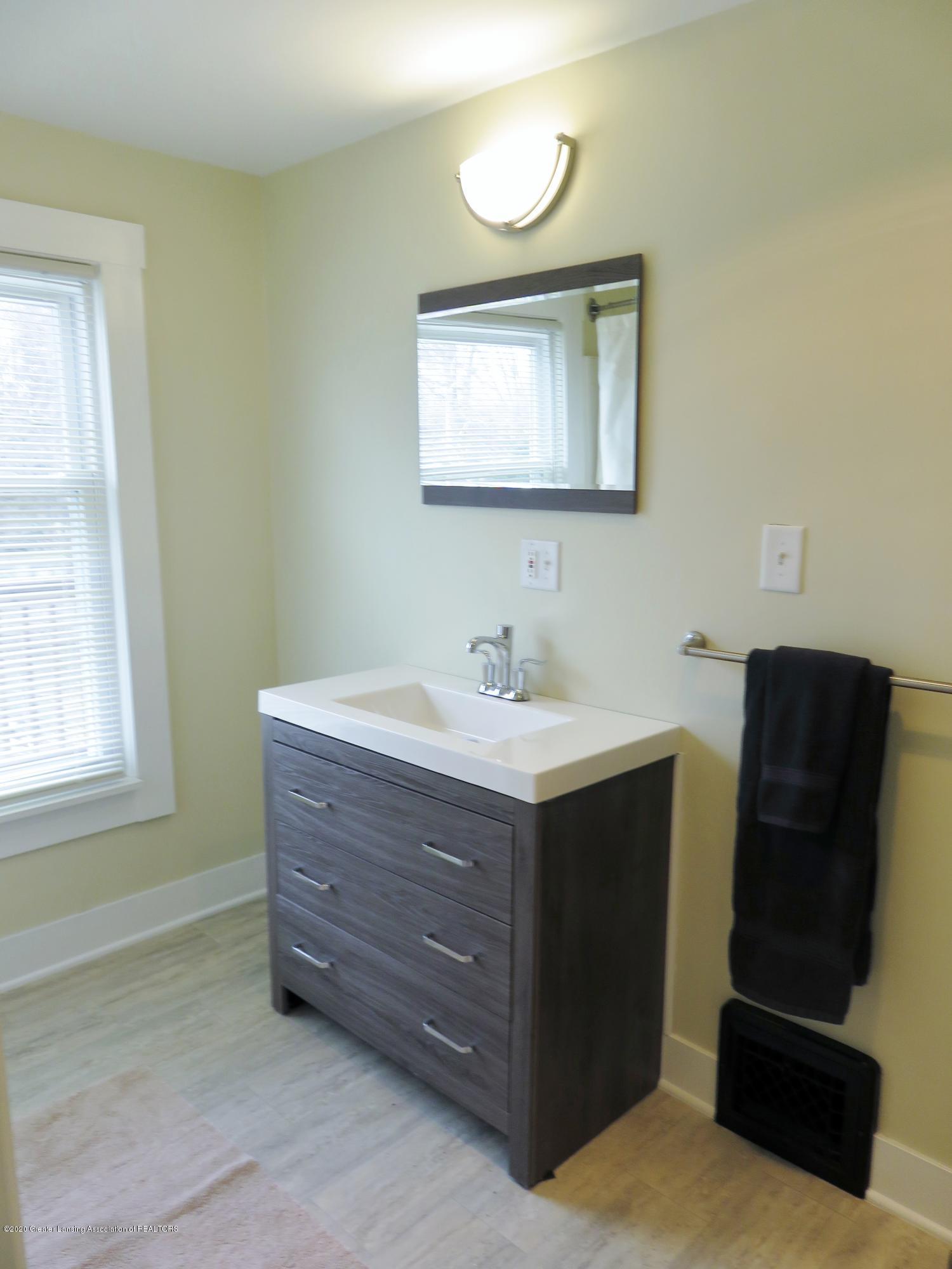 1216 Eureka St - Updated Full Bath - 15