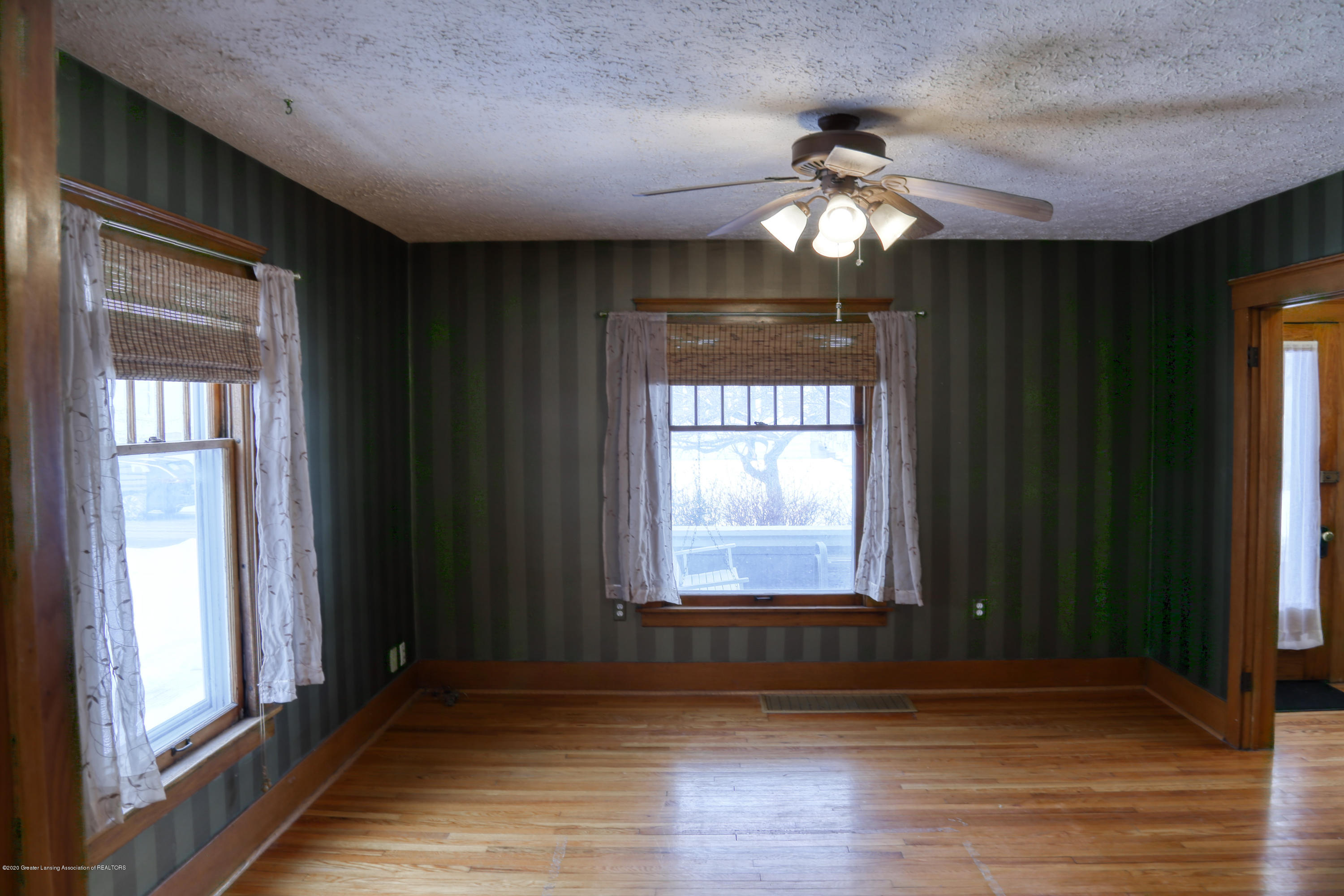2005 Forest Ave - Living Room - 11