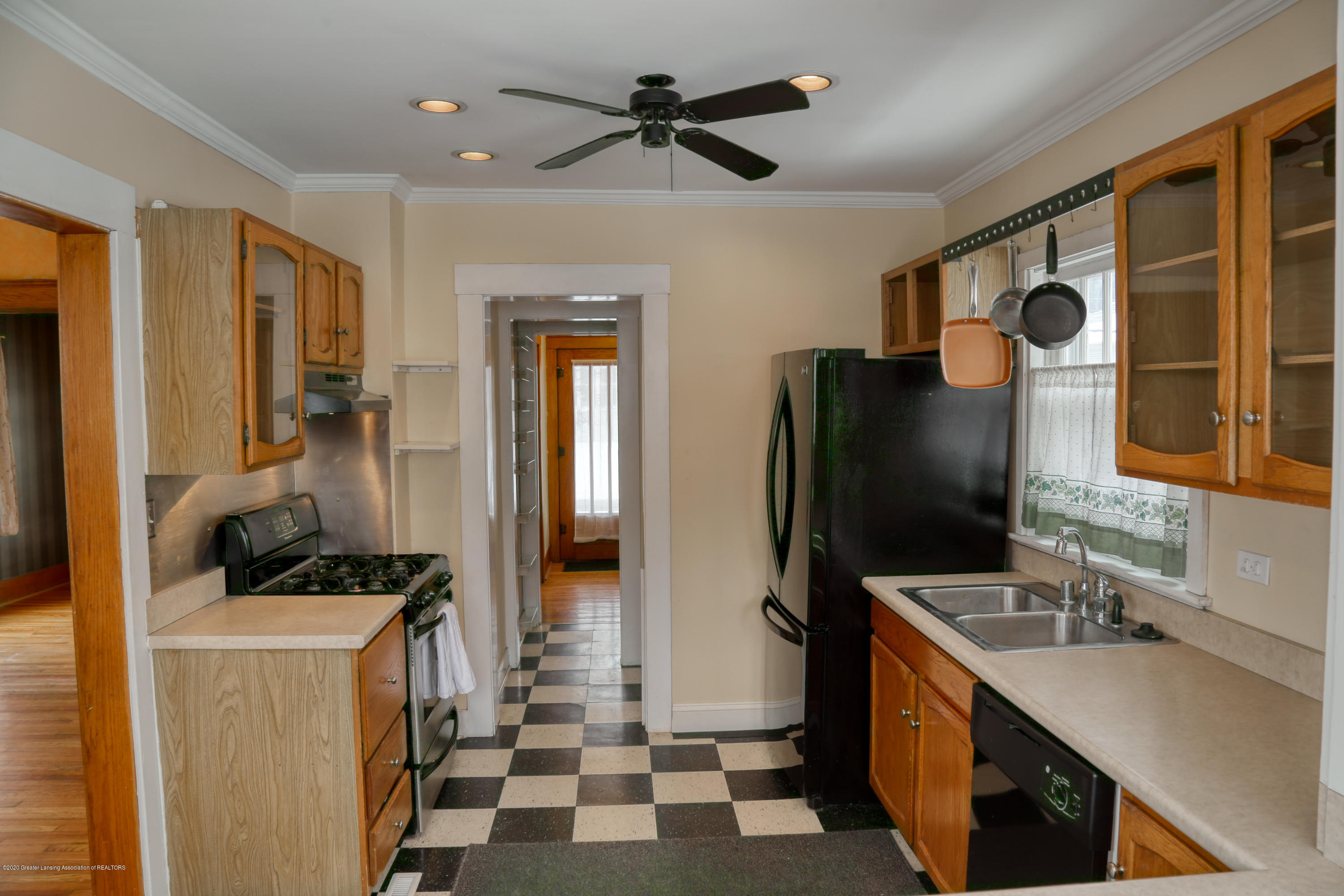 2005 Forest Ave - kitchen - 15