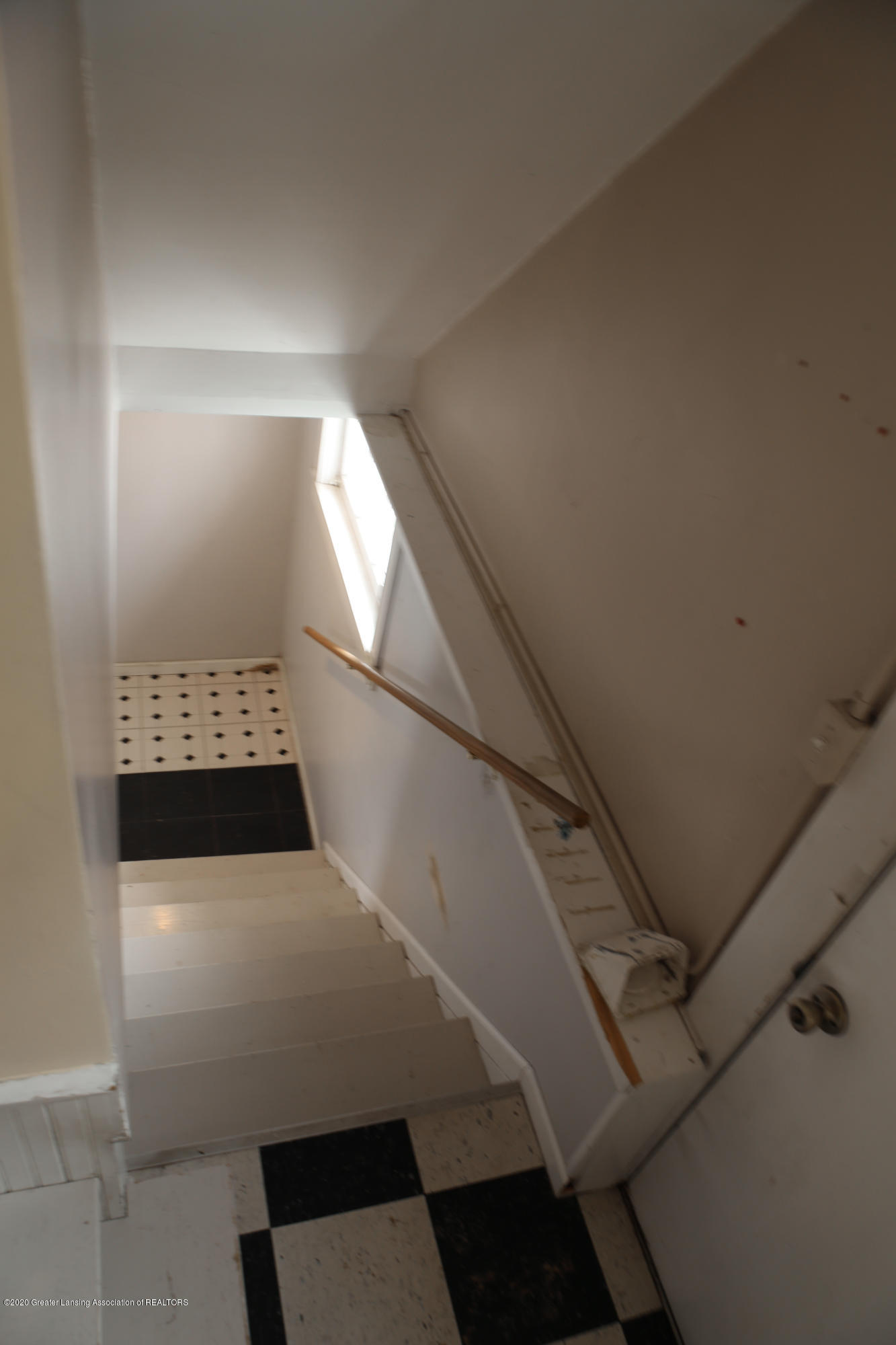 2005 Forest Ave - stairs - 30