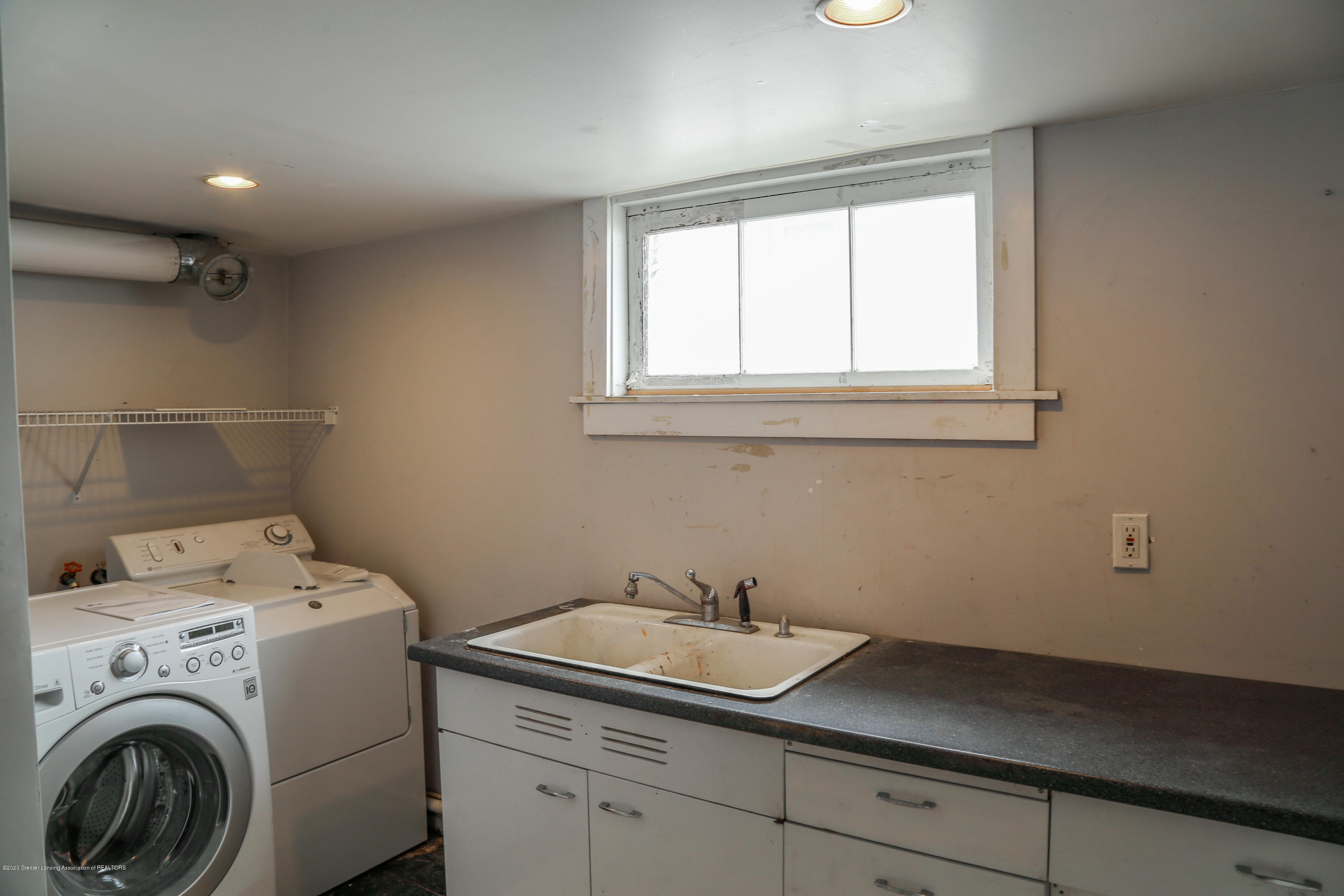 2005 Forest Ave - laundry - 31