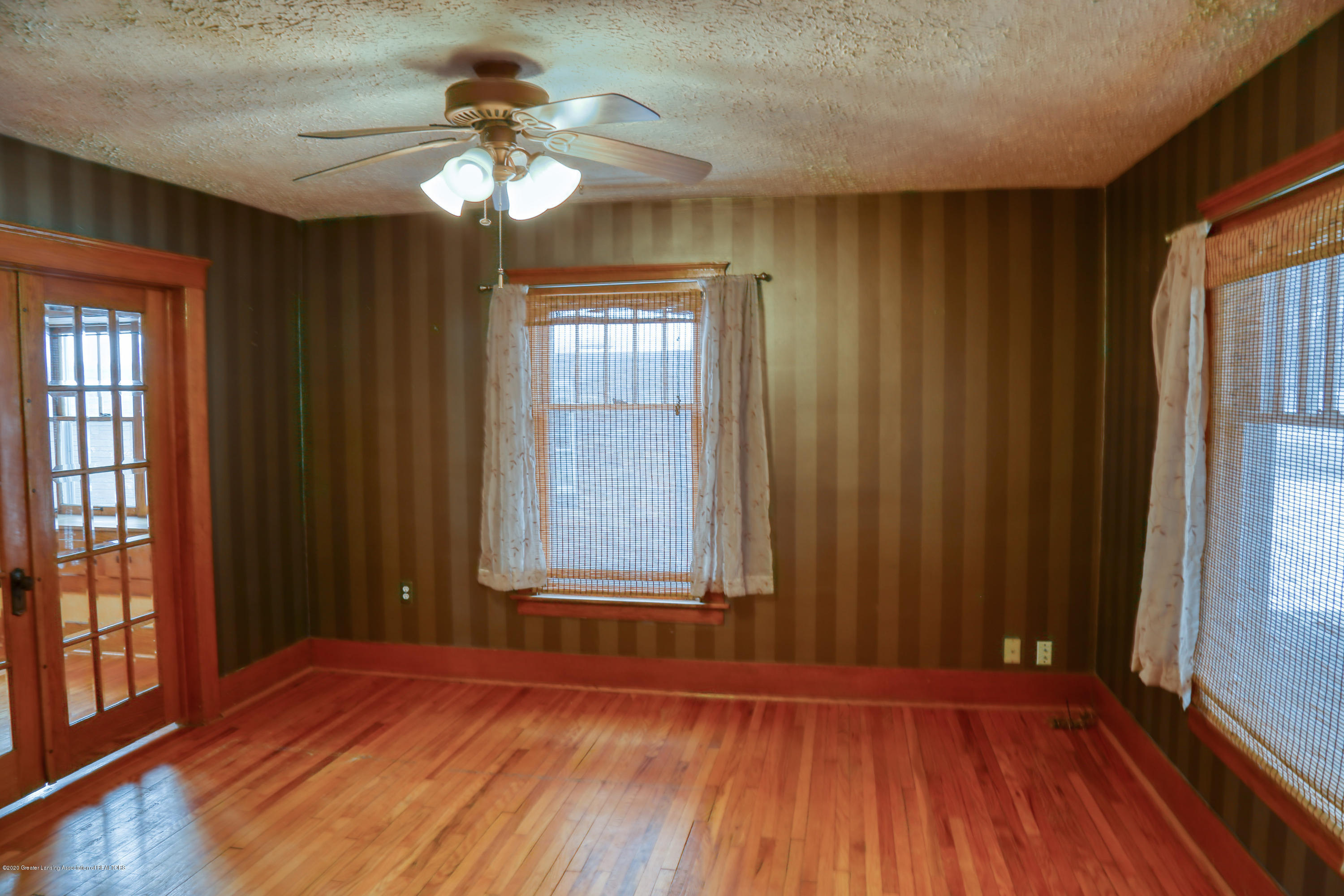 2005 Forest Ave - Living Room - 10
