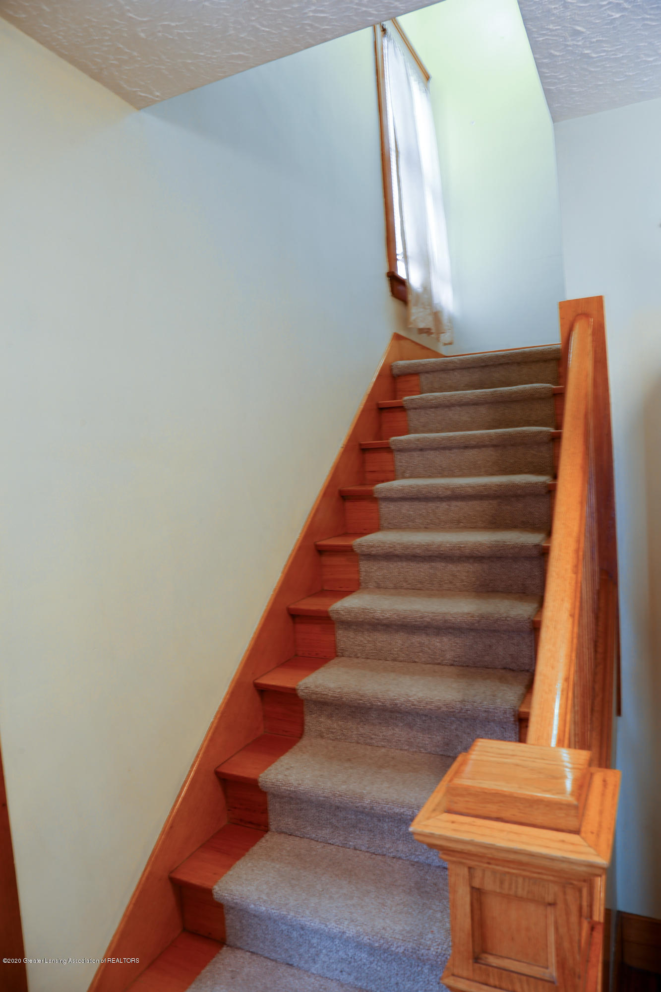 2005 Forest Ave - stairs - 18