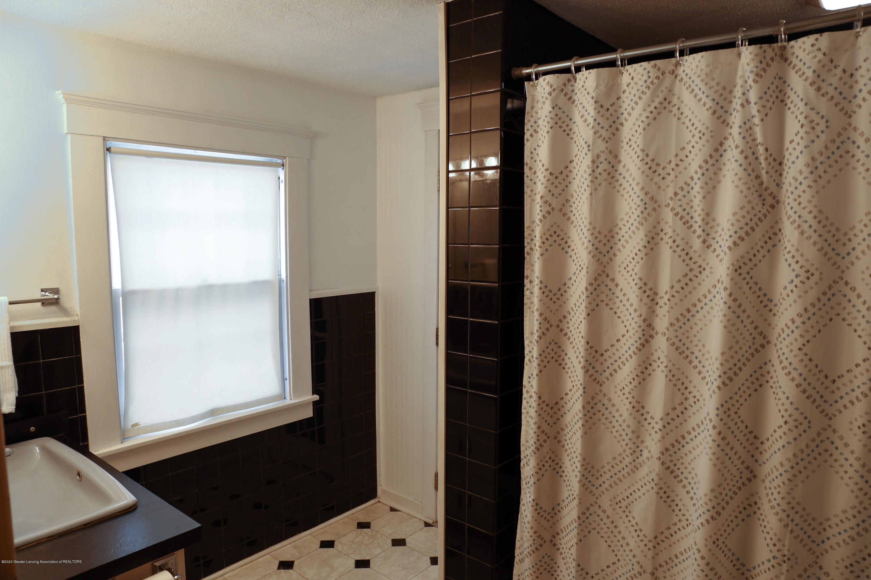 2005 Forest Ave - bathroom - 22