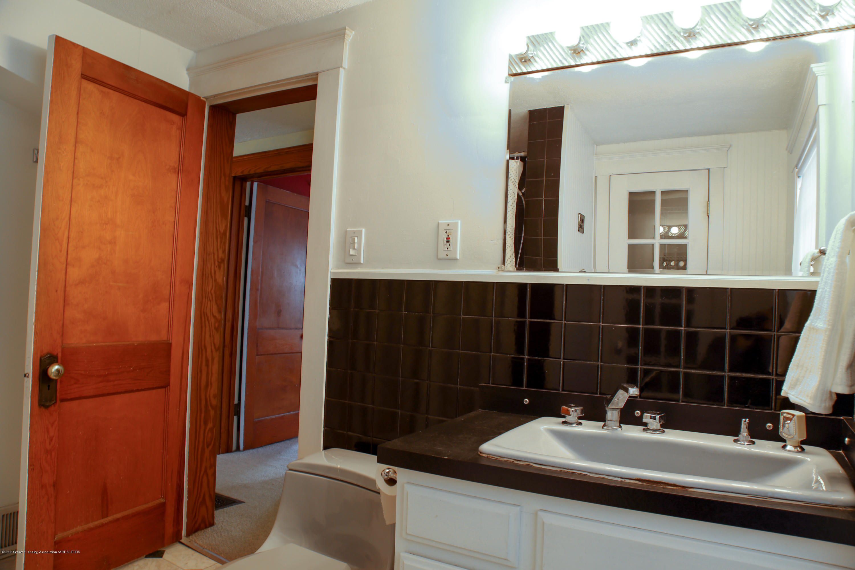 2005 Forest Ave - bathroom - 23