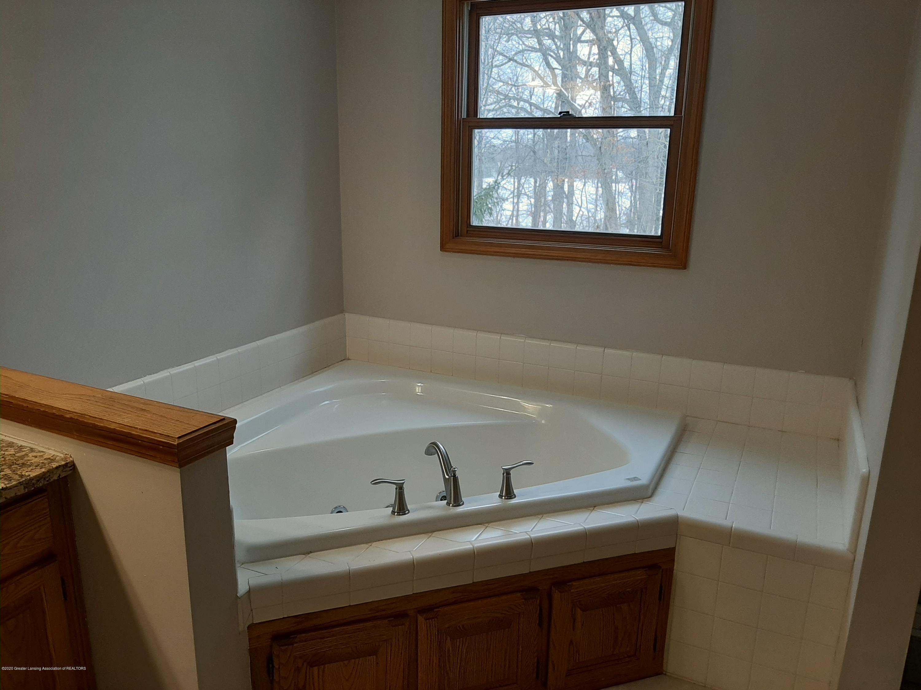 4366 Alderwood Dr - Master Bath - 8