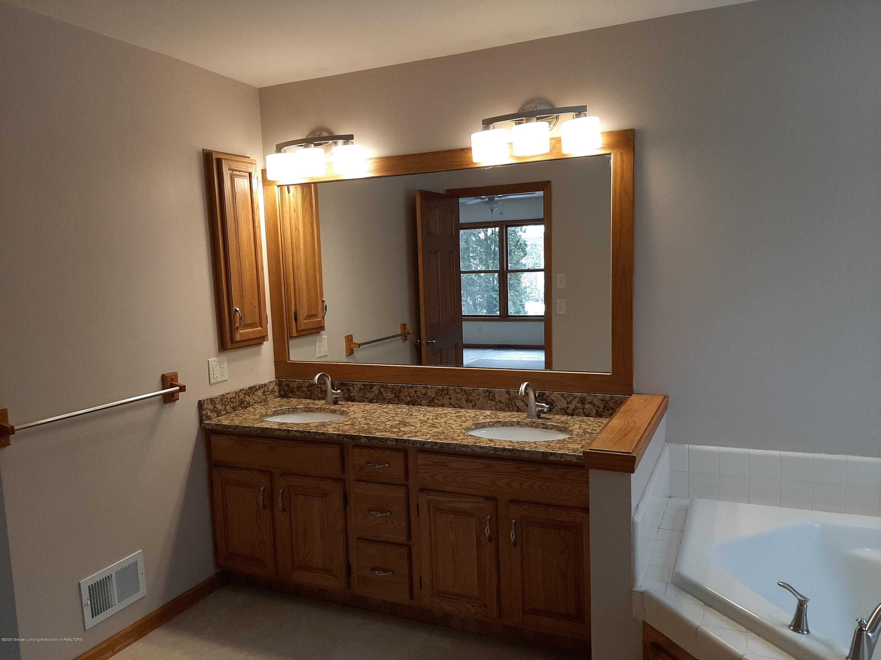 4366 Alderwood Dr - Master Bath - 9