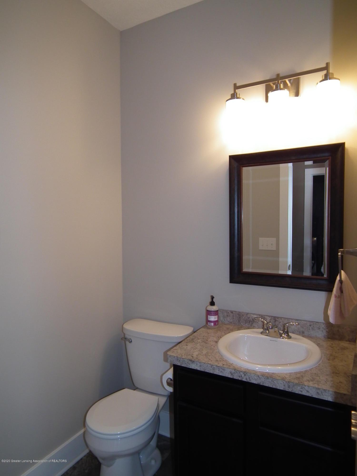 1132 River Oaks Dr - half bath - 13