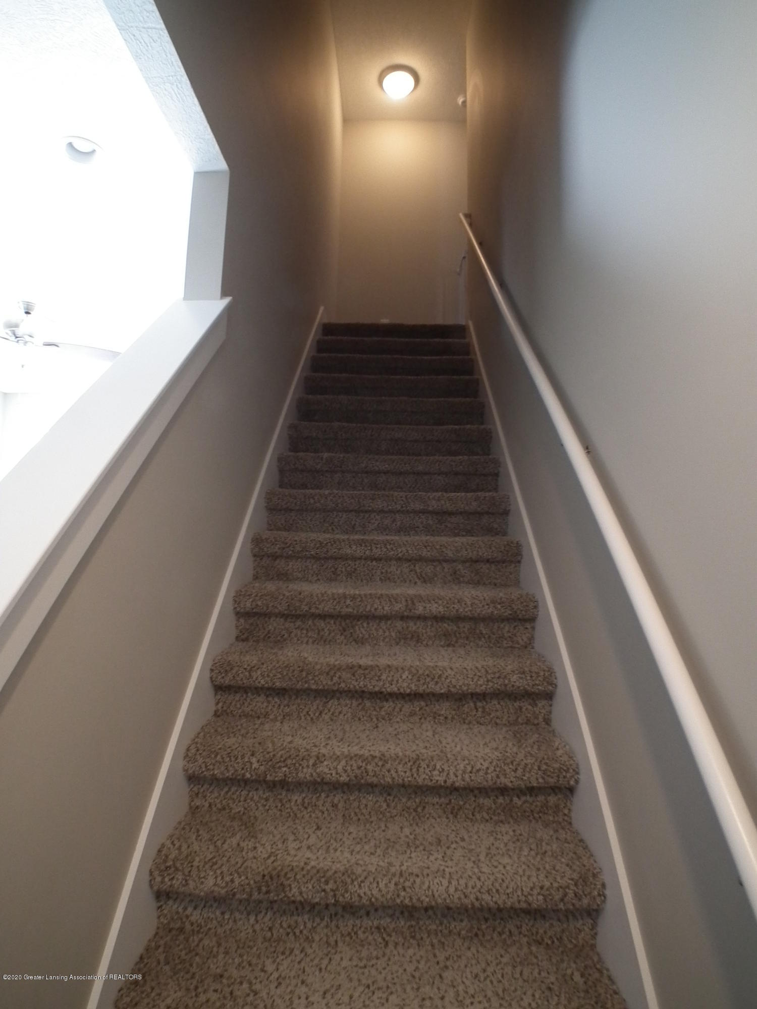 1132 River Oaks Dr - Stairs to 2nd level - 15