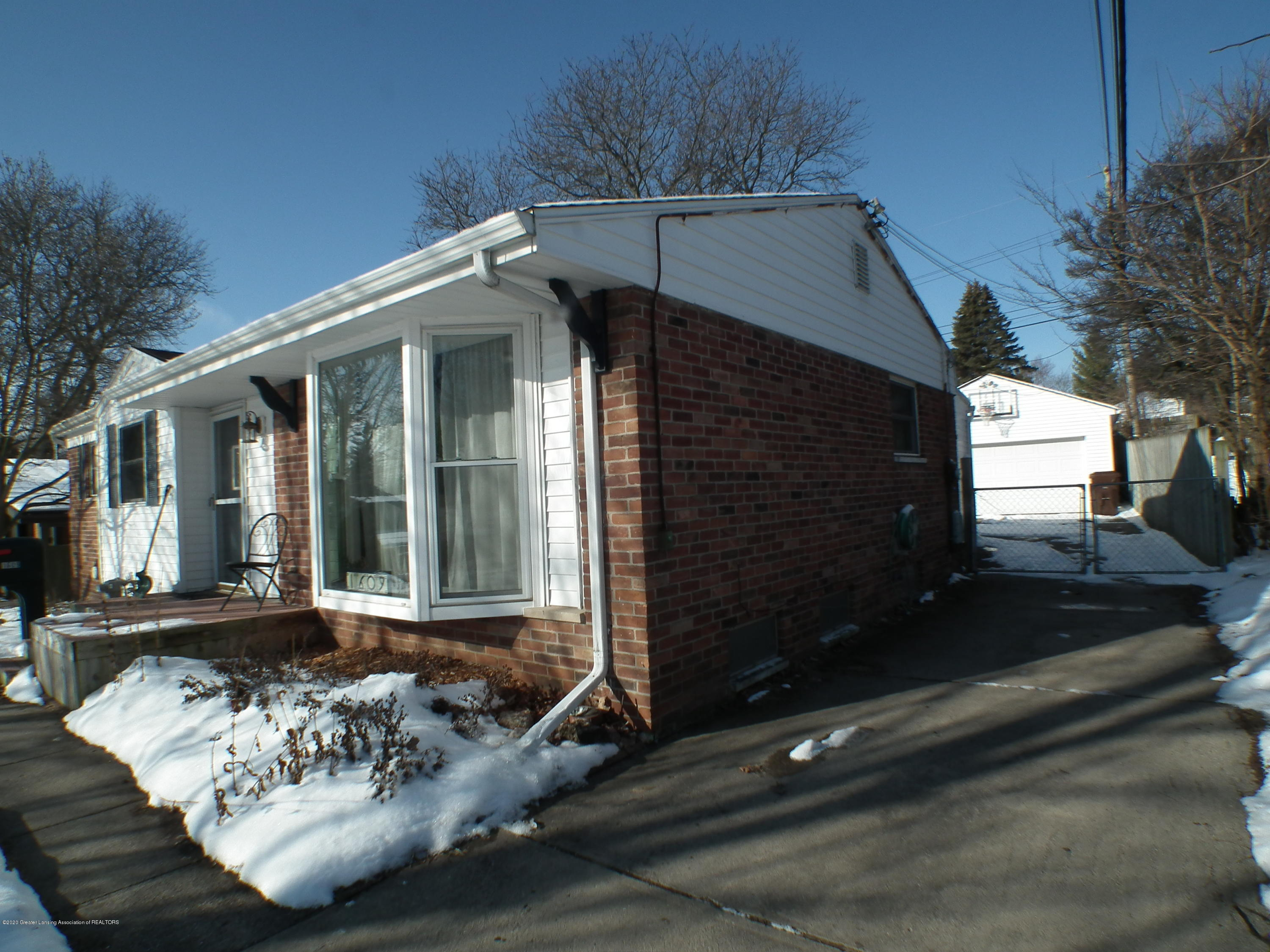 1609 N Hayford Ave - Front and North elevation - 30
