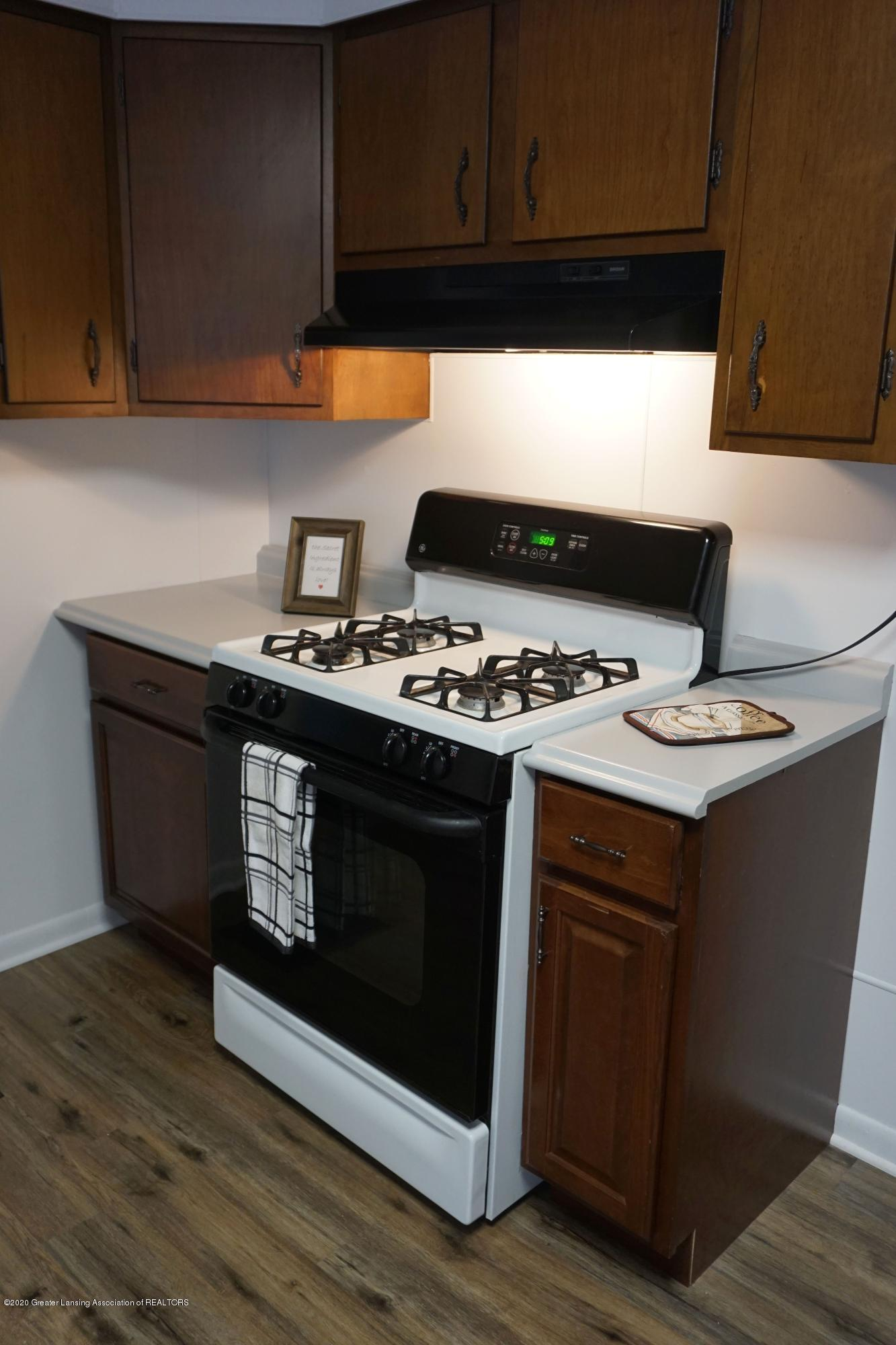 219 W 1st N St - Gas Stove - 4