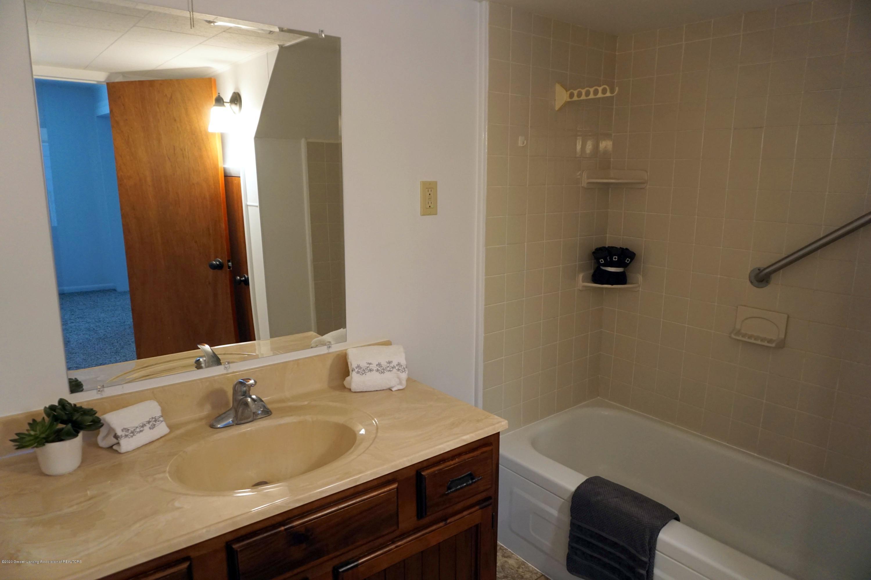 219 W 1st N St - Full Bath - 10
